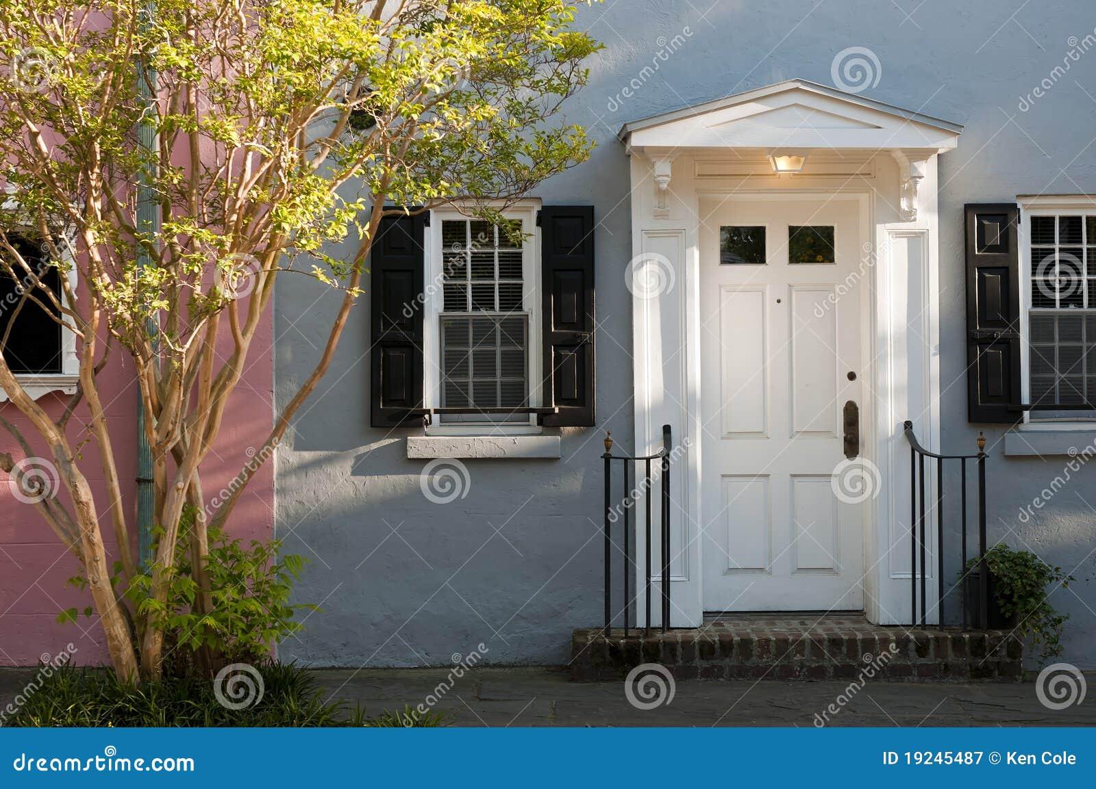Geöffnete haustür  Eine Geöffnete Haustür Stockfotografie - Bild: 3311752