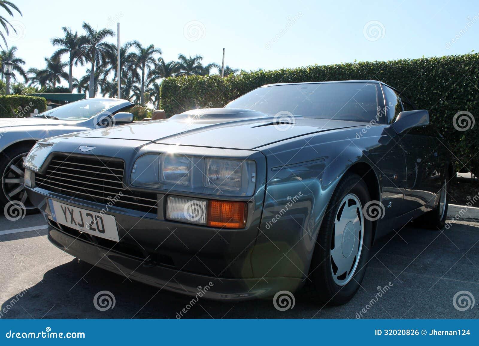 Klassische Sportauto Scheinwerferhaubenschaufeln Und Flanke 80s Aston Martin Redaktionelles Foto Bild Von Scheinwerferhaubenschaufeln Flanke 32020826