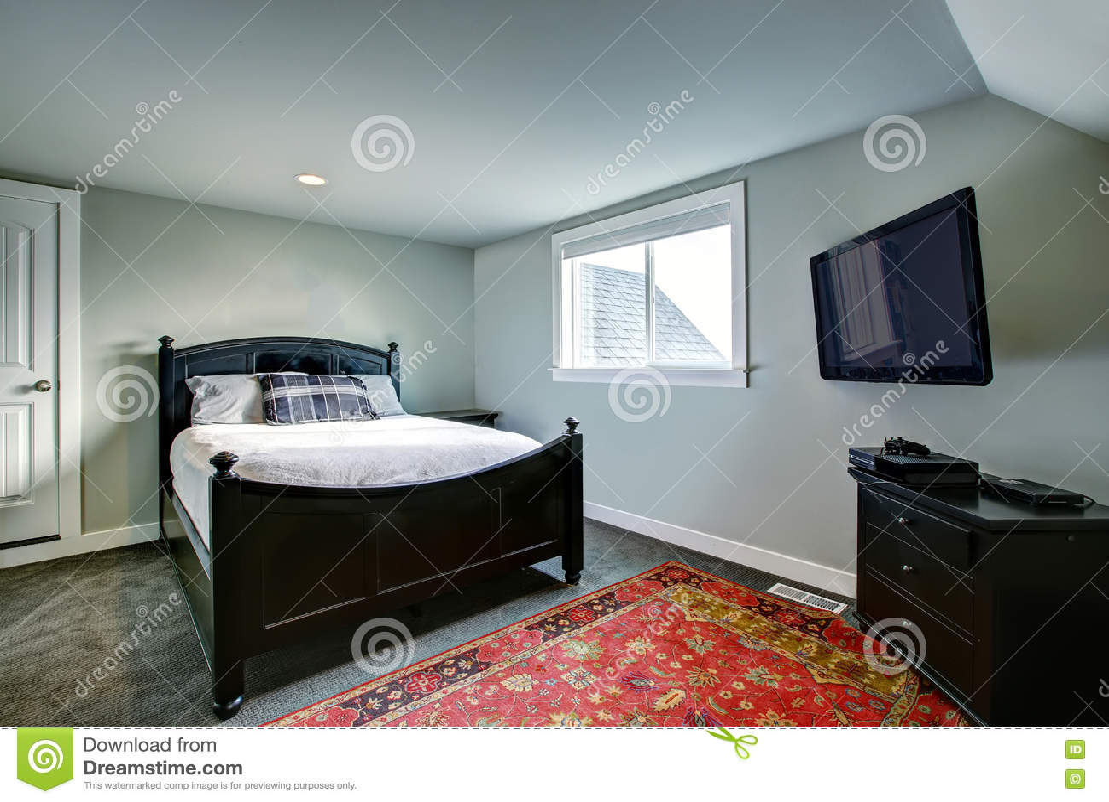 Klassisches Amerikanisches Schlafzimmer Mit Grünen Wänden Und ...
