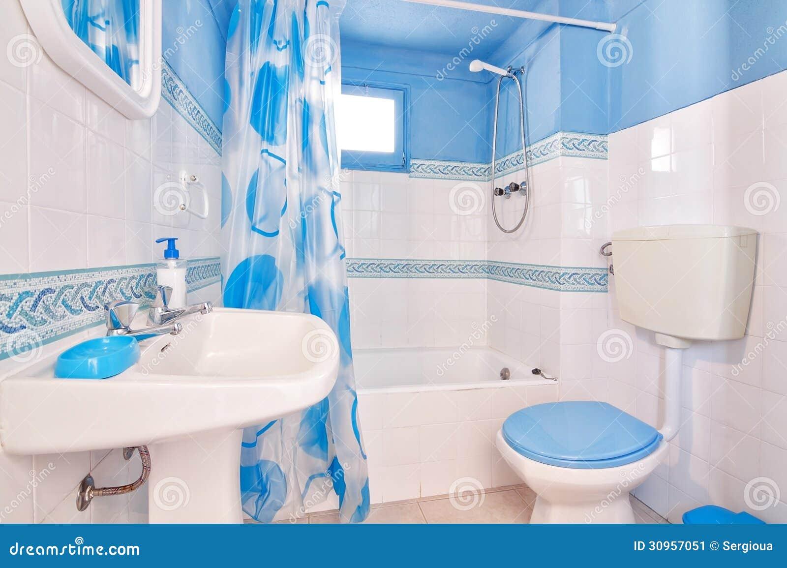 Klassisches Blaues Badezimmer. Stockbild - Bild von gesundheit ...