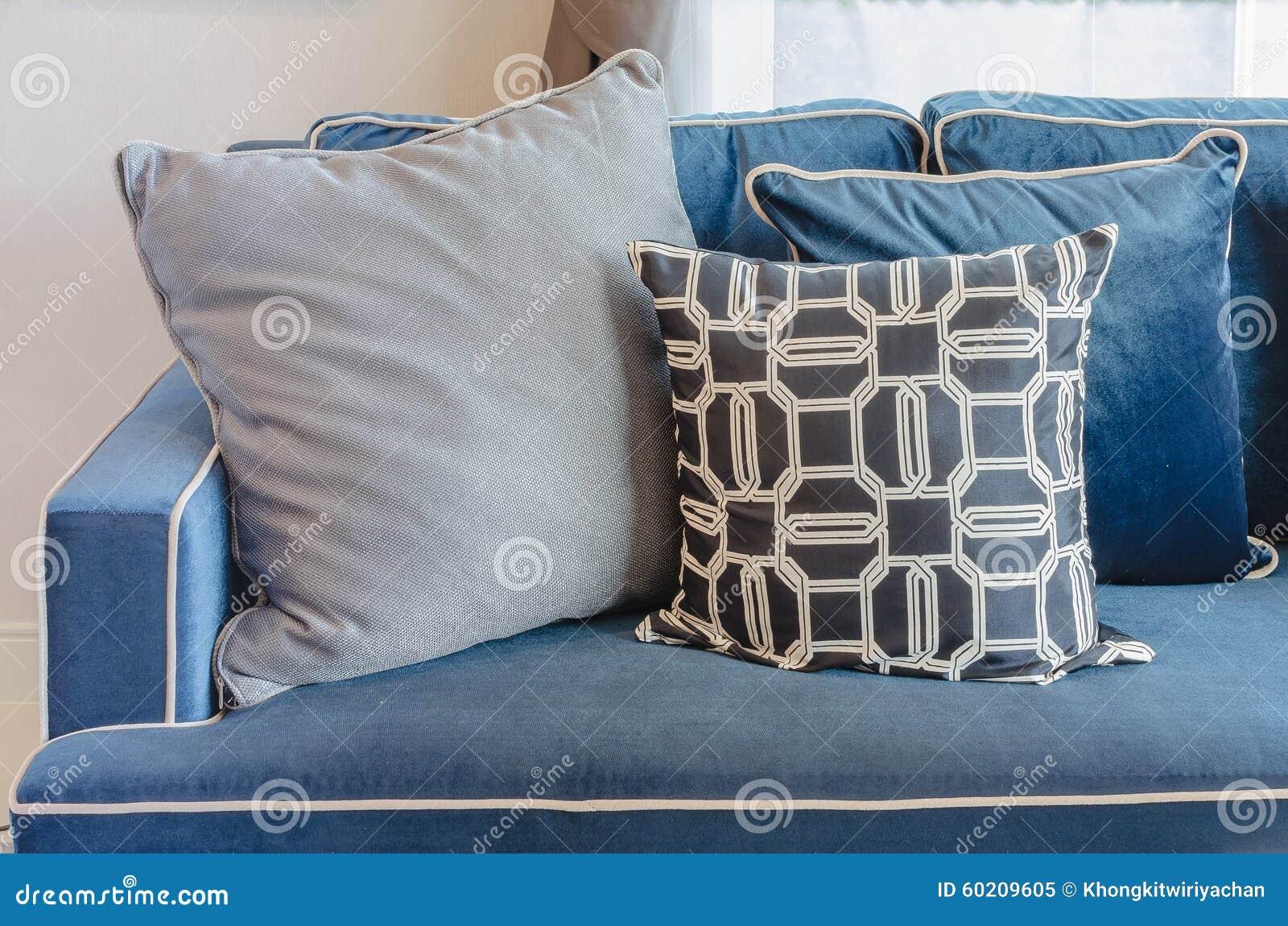 Klassisches Blaues Sofa Mit Kissen Im Wohnzimmer Stockfoto
