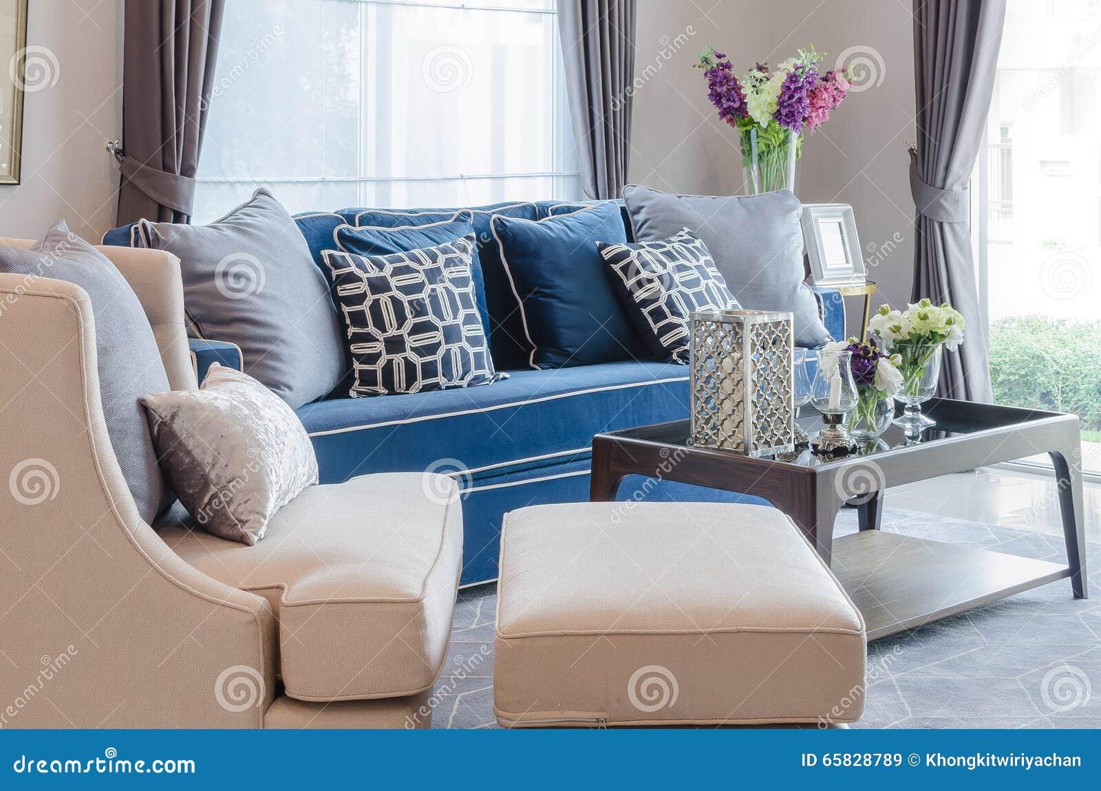 Blaues Sofa Mit Kissen Stock Photos - 200 Images