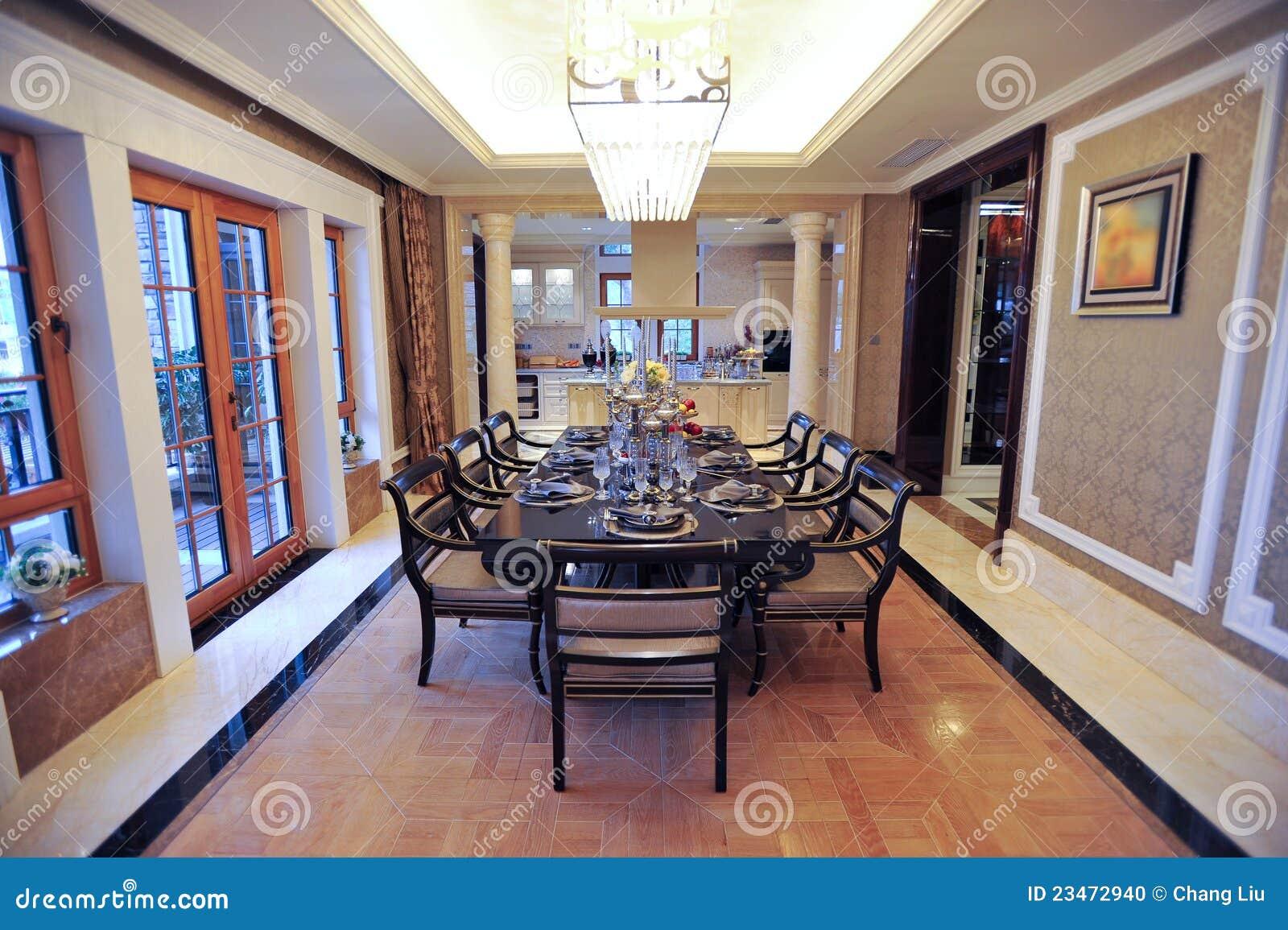 klassisches esszimmer in einer villa stockfoto bild