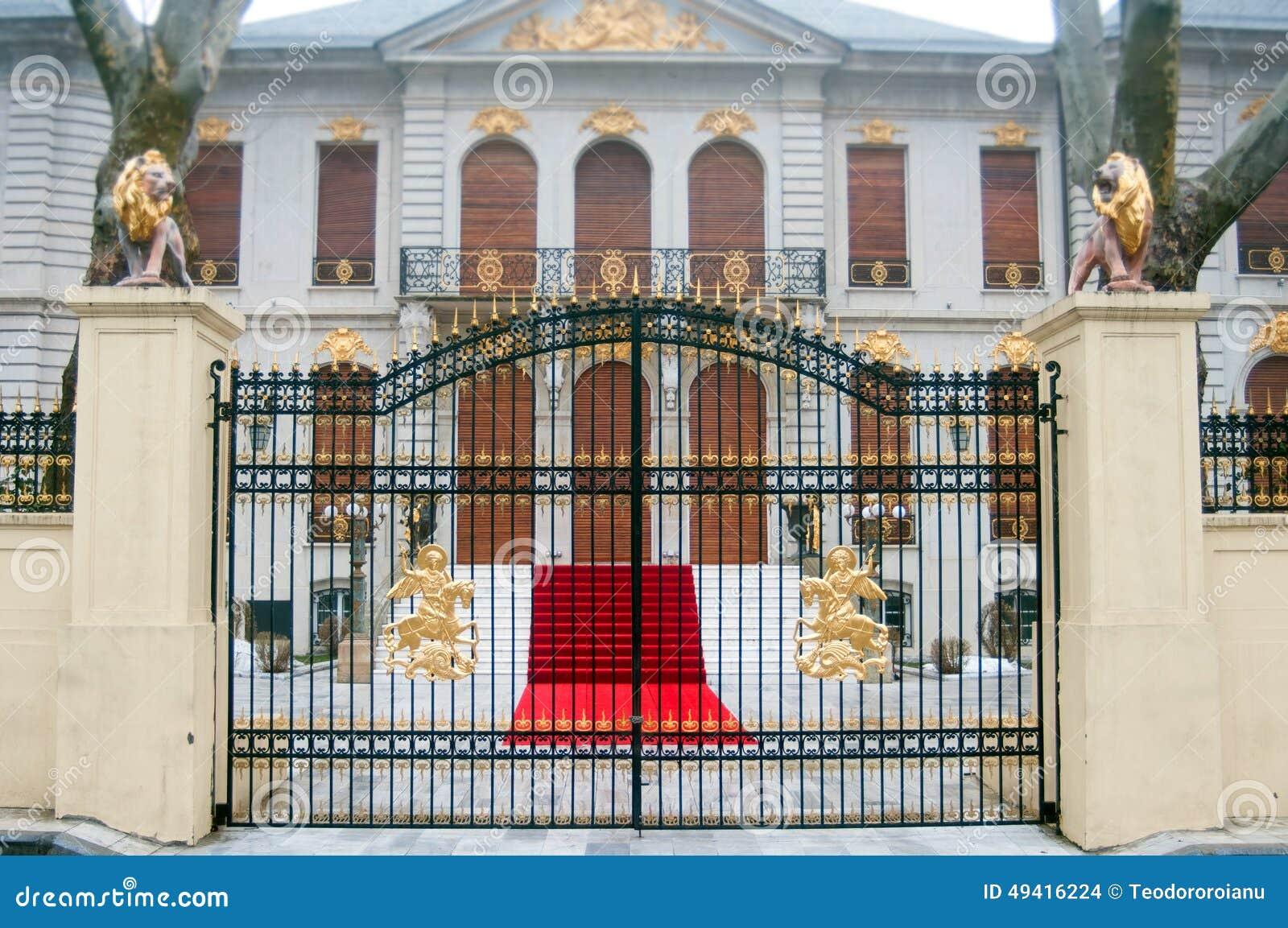 Download Klassisches Gebäude stockfoto. Bild von nave, lack, golden - 49416224