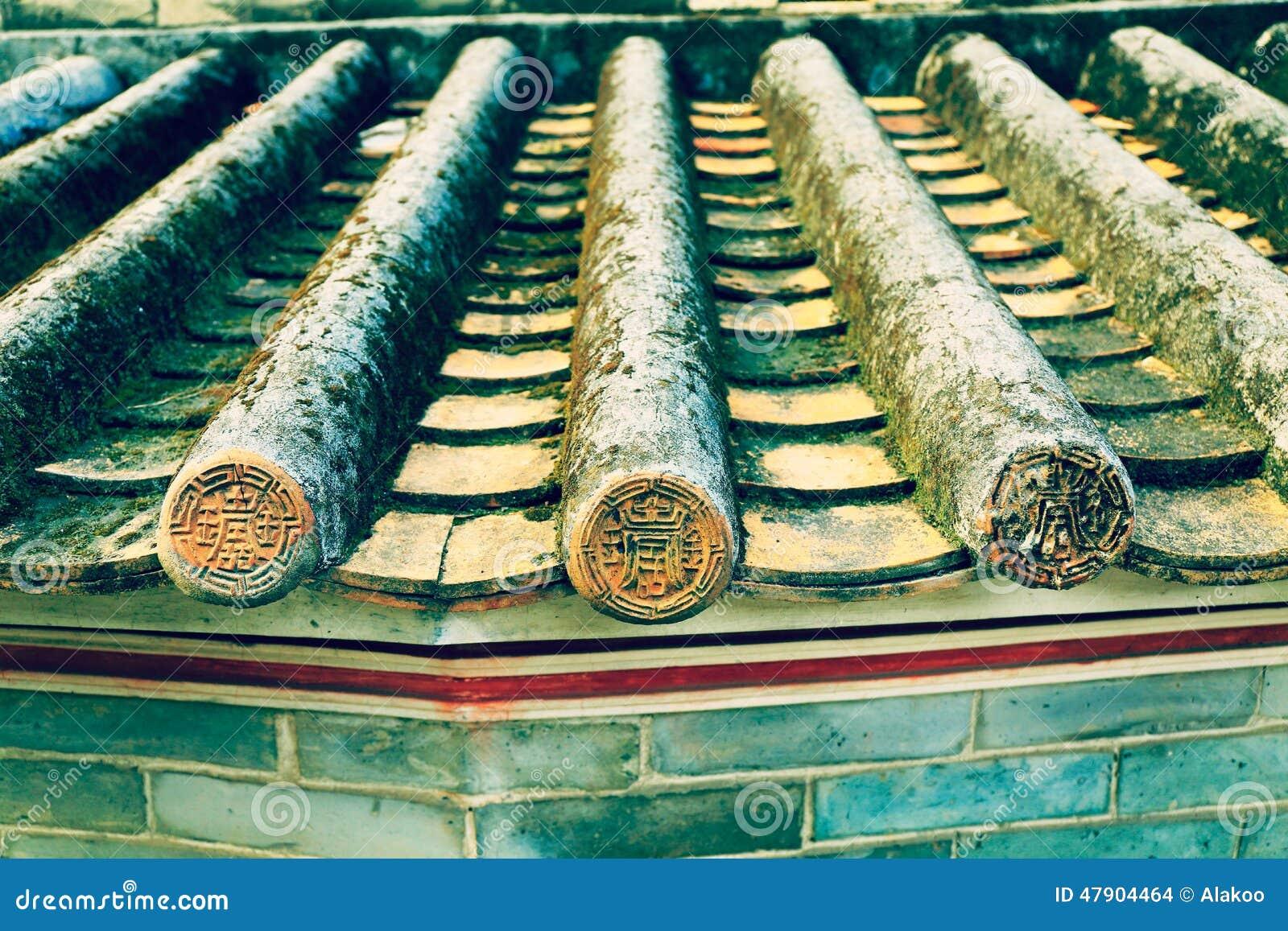 Klassisches mit Ziegeln gedecktes Dach in China, altes Dach des traditionellen Chinesen mit Fliesen