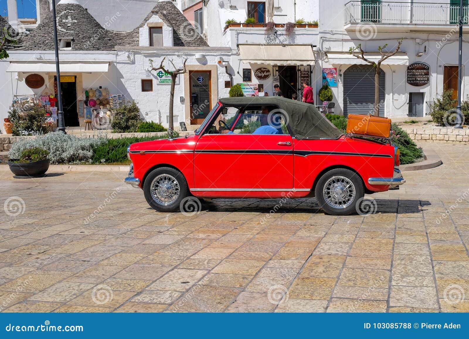 Klassisk bil i Alberobello
