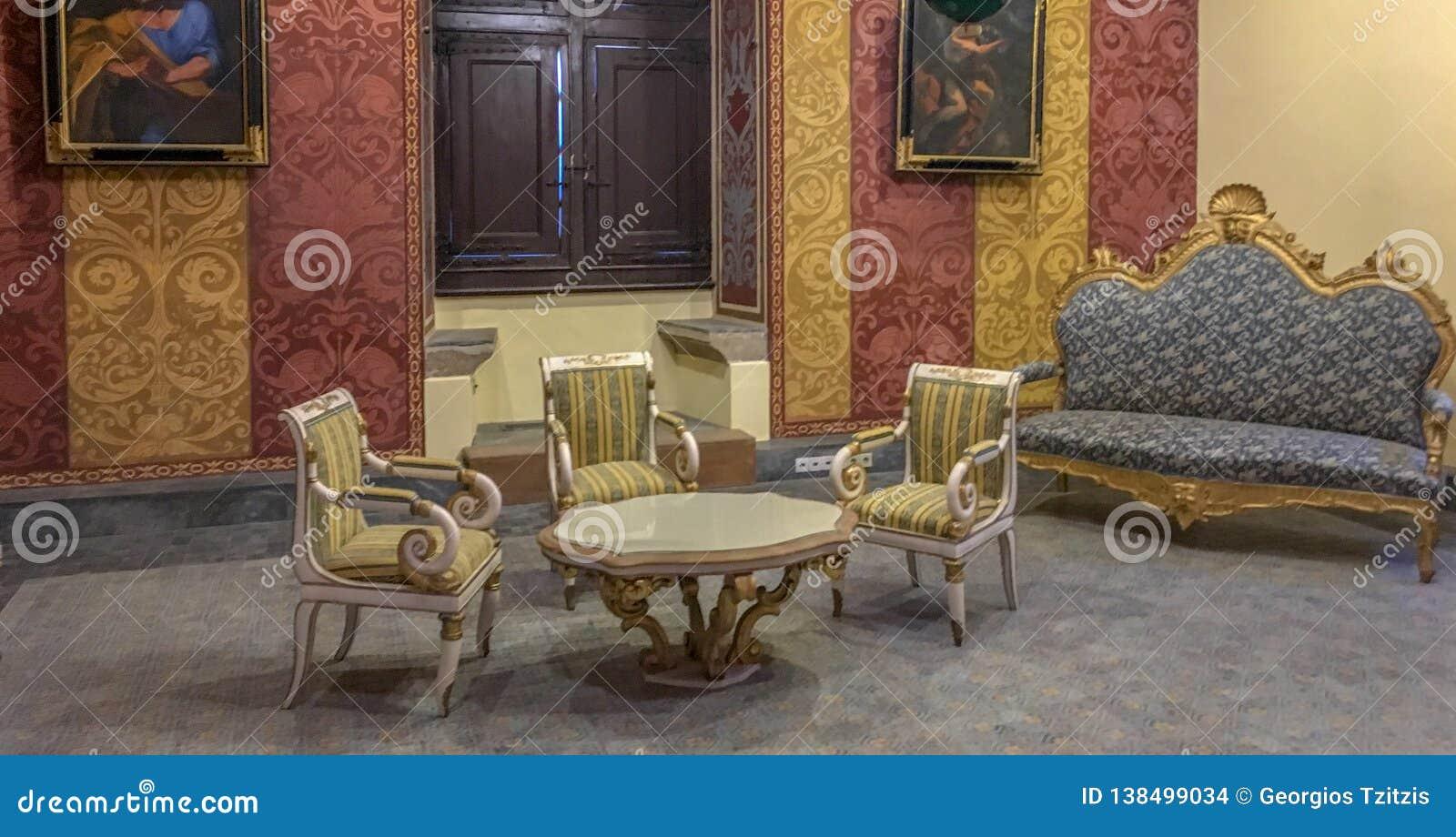 Klassisk vardagsrum inom slotten av riddare i rhodes