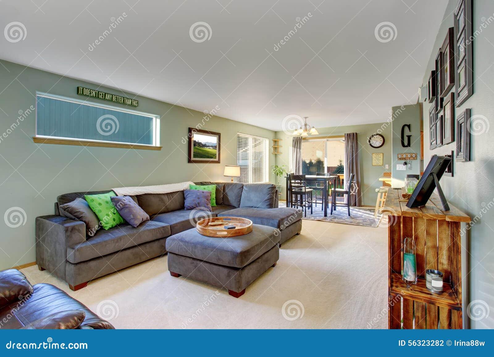 Klassisk vardagsrum med matta arkivfoto   bild: 56323282