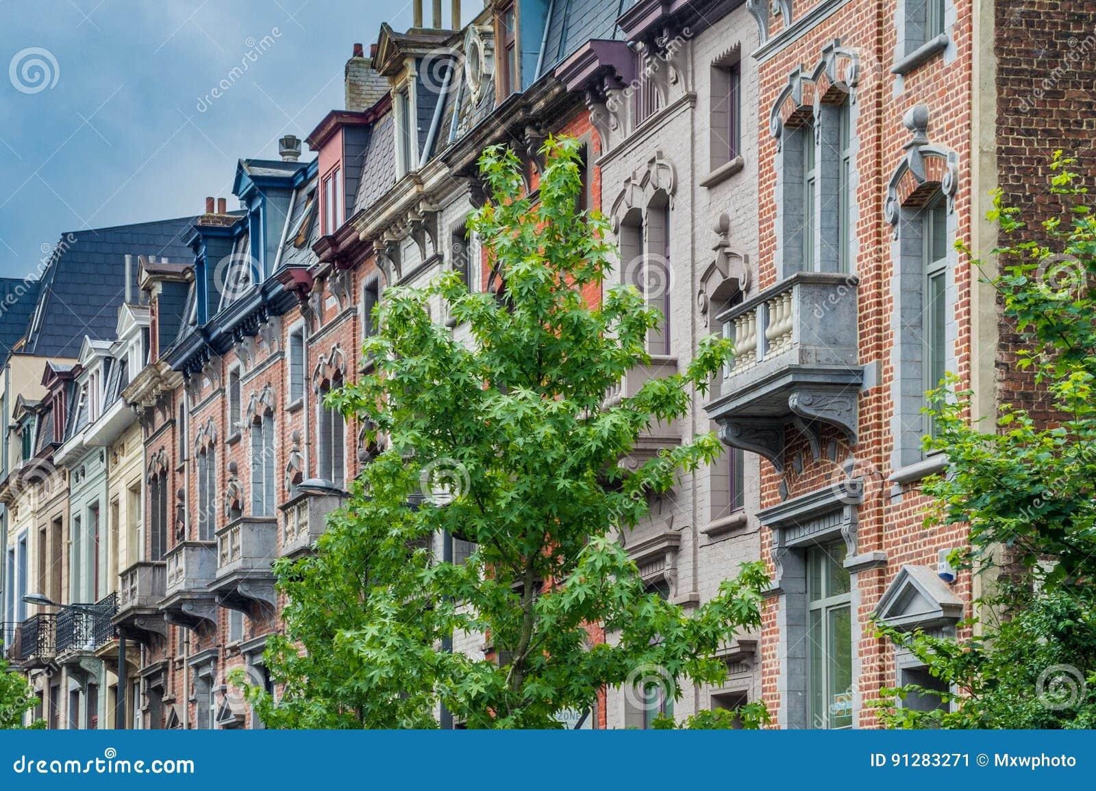 Klassiska europeiska husfasader i den gamla delen av Bryssel