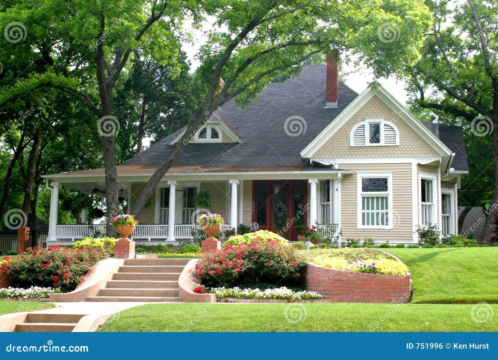 Klassiskt blommaträdgårdhus