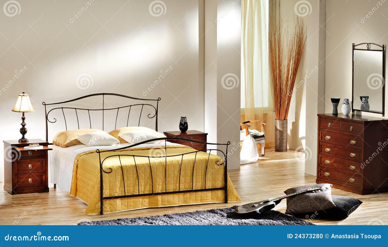 Klassiskt sovrum arkivfoto   bild: 24373280