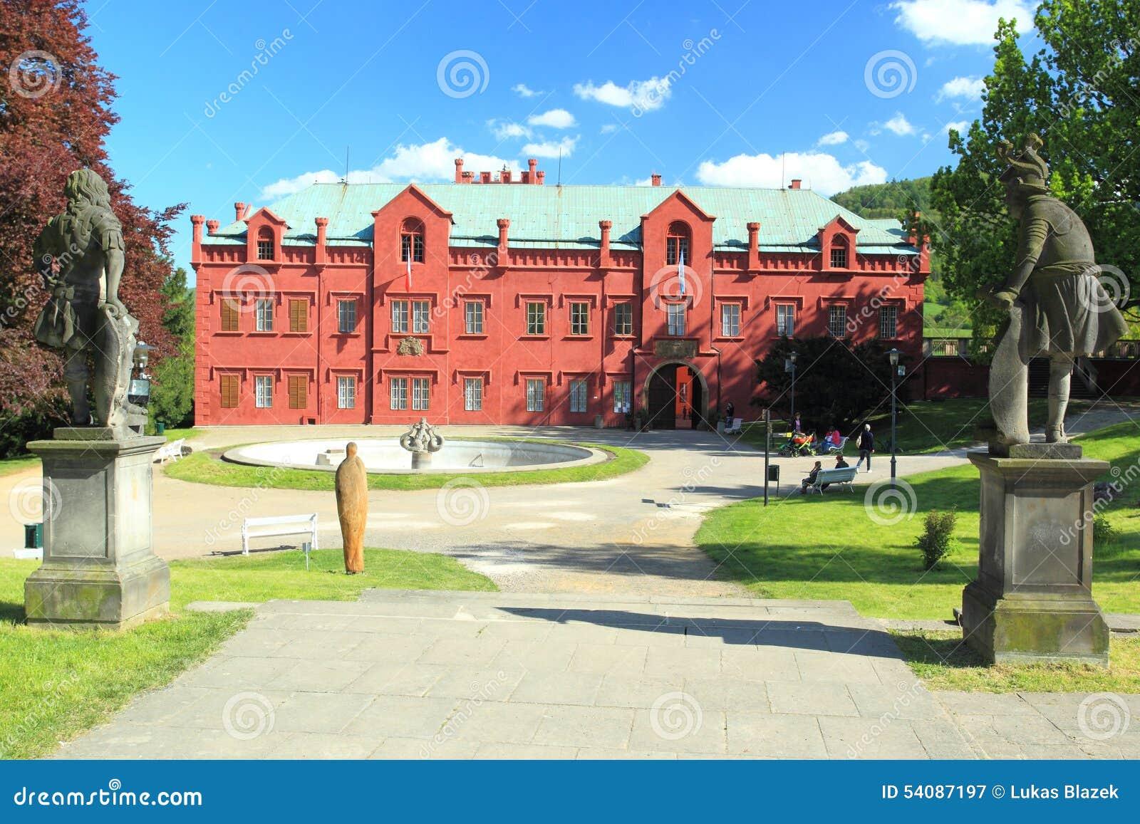 Klasterecnad Ohri chateau