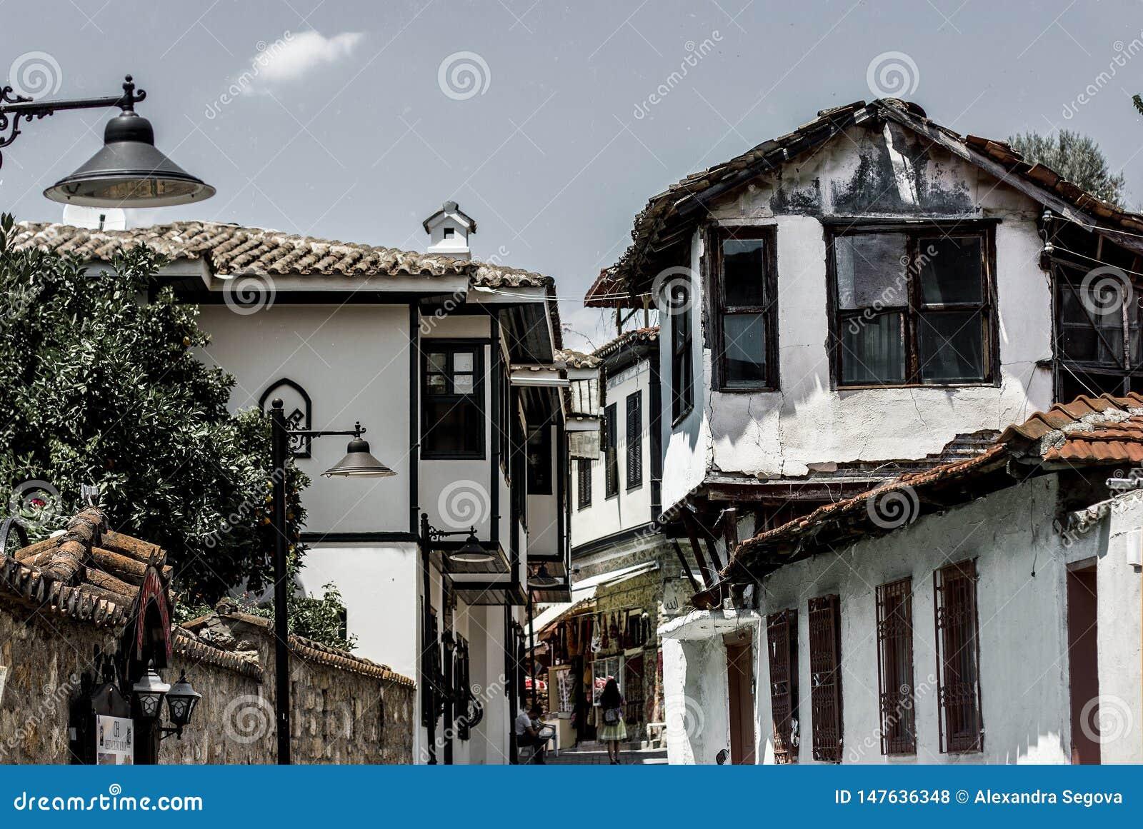 Klasyczni ottoman domy w starym grodzkim Kaleici, Anatalya, Turcja
