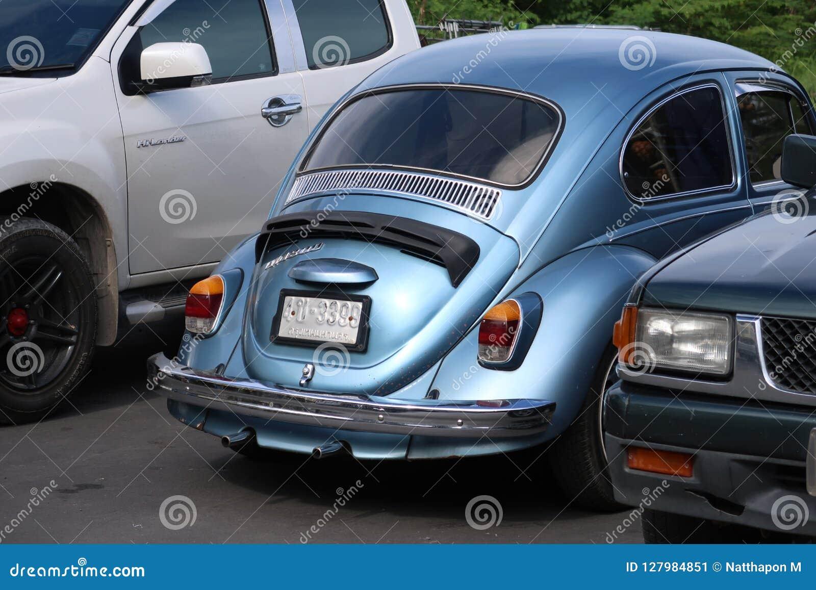 Klasyczny, błękitny Volkswagen Beetle samochód,