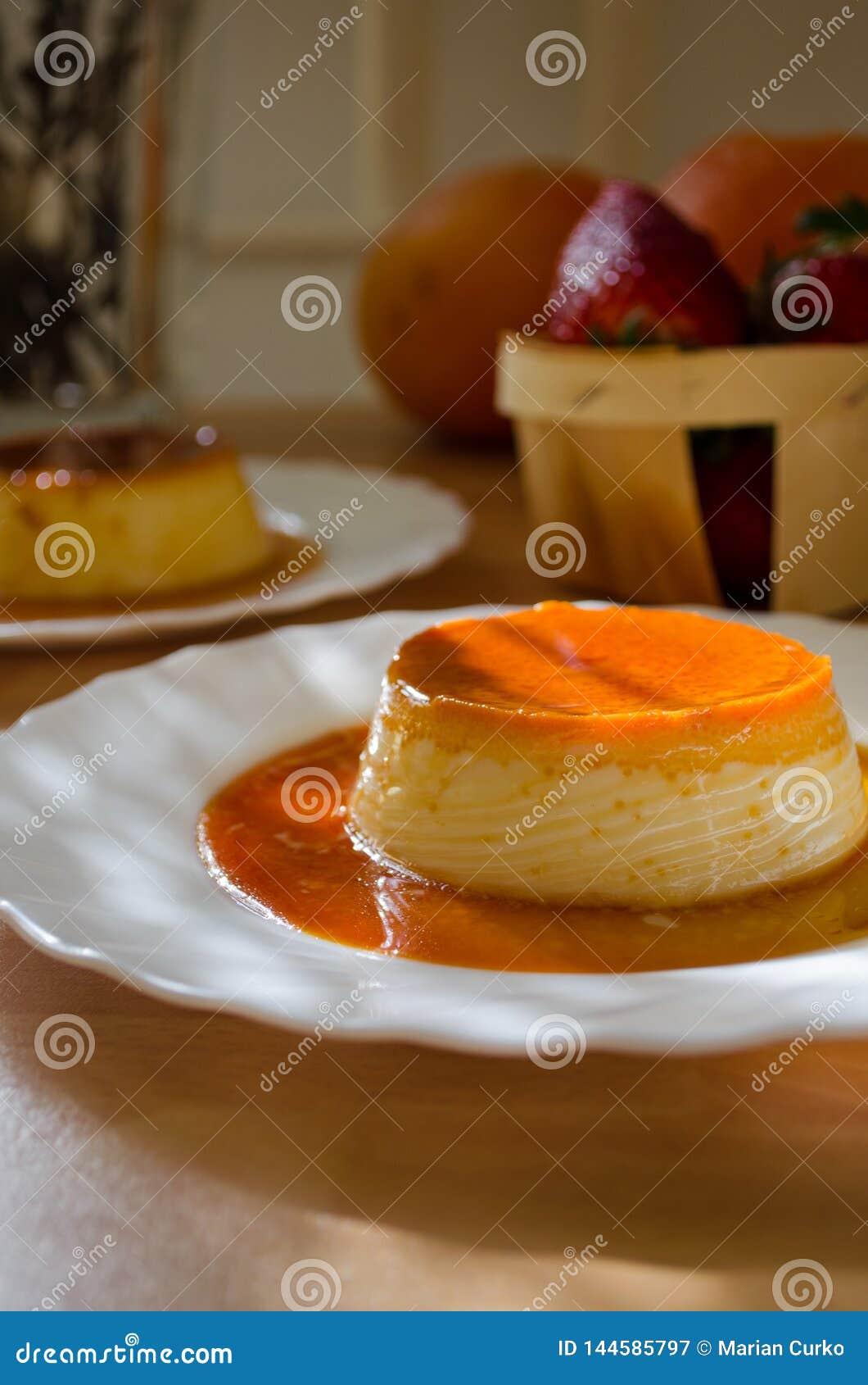 Klasyczny Creme karmel lub Flan