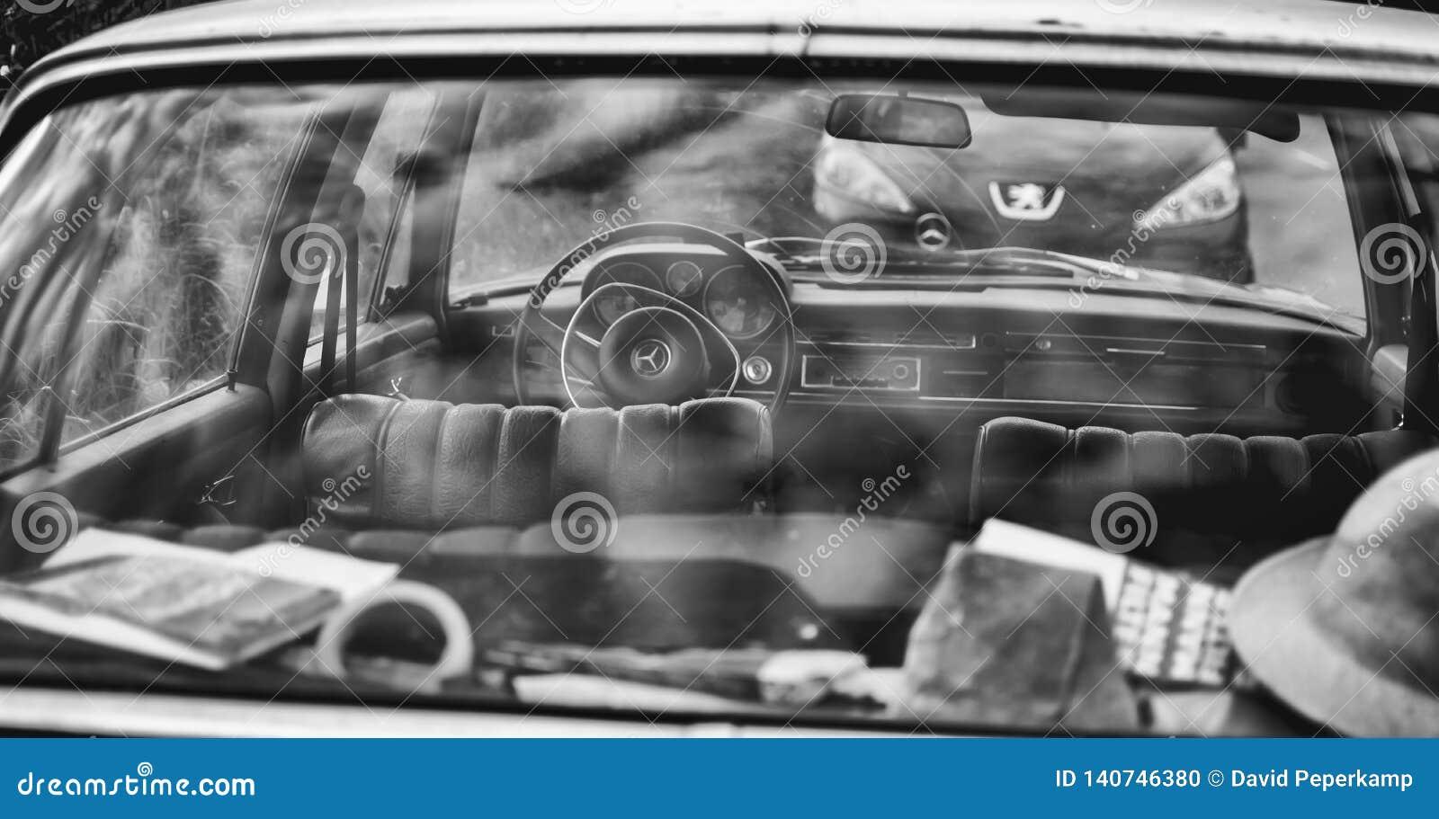 Klasyczny Mercedez 280 S tylni okno