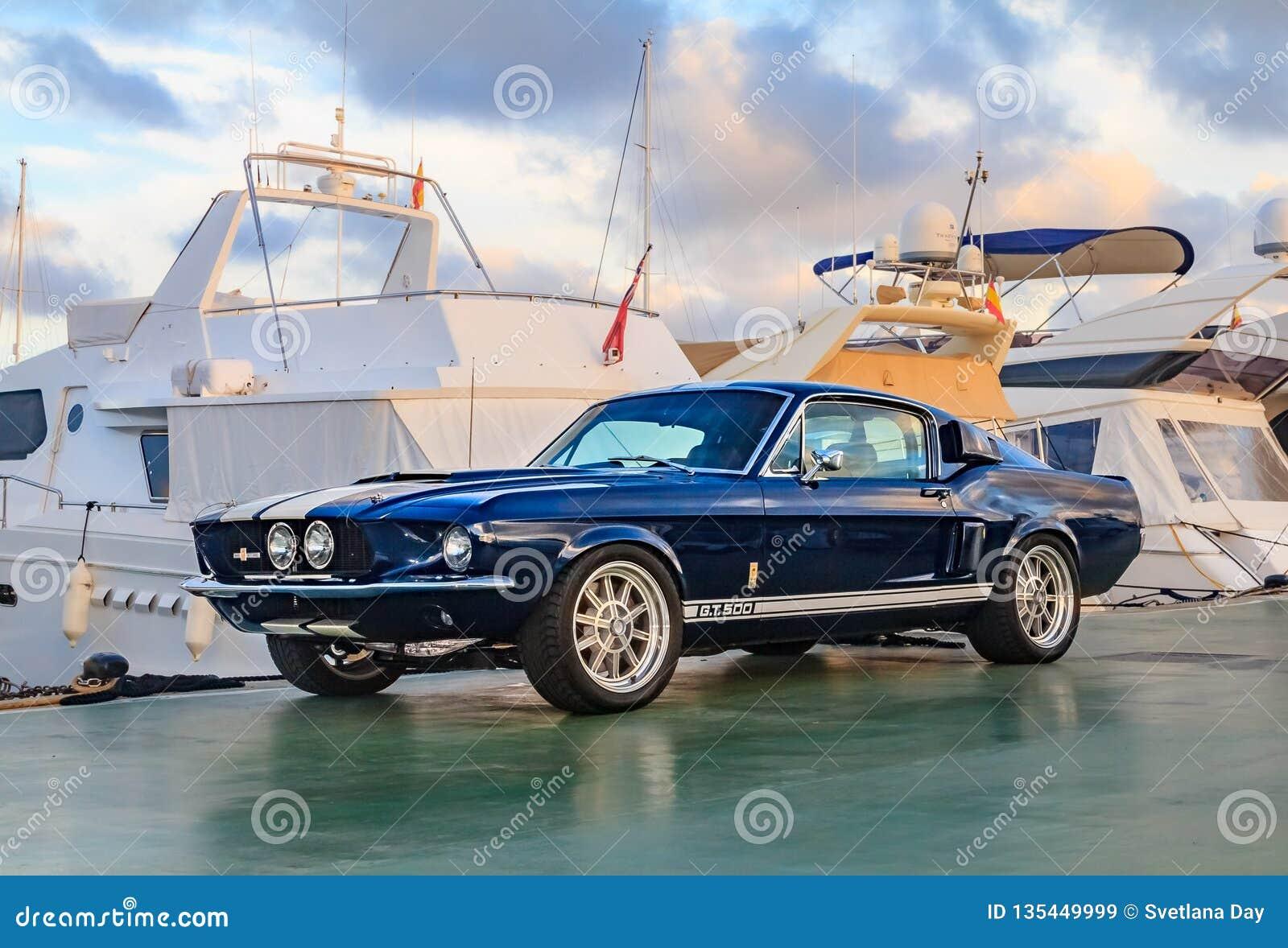 Klasyczny rzadki Amerykański mięśnia samochód, rocznika Ford mustanga Shelby kobry GT-500 błękitny Fastback na molu w Palmie de M