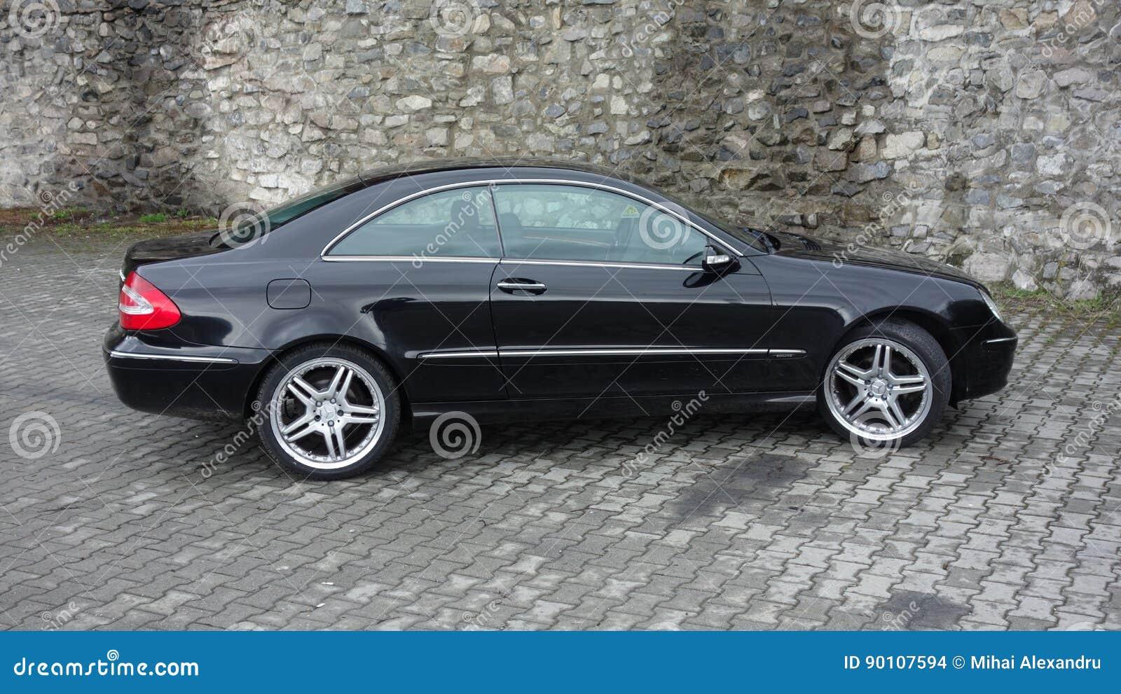 Klausenburg Napoca/Rumänien 7. April 2017: Coupé Mercedes Benzs W209 - Jahr 2005, Eleganzausrüstung, schwarzes metallisches, 19-Z