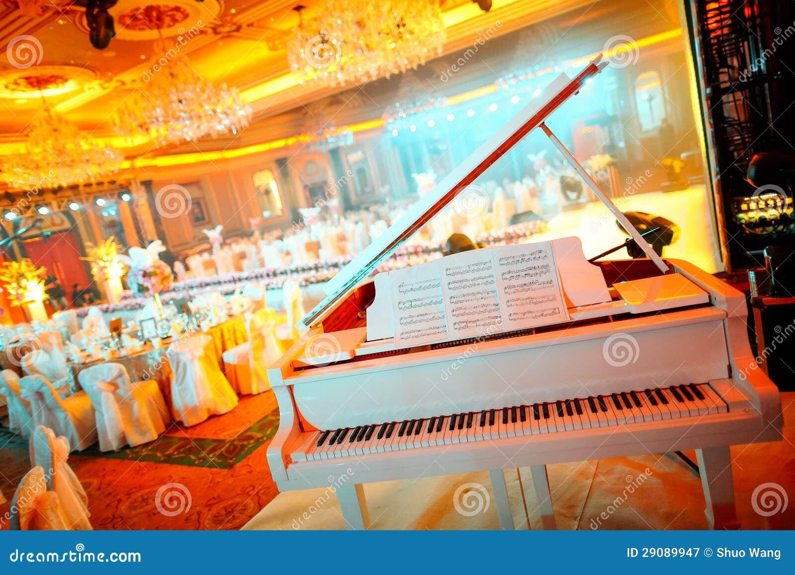 Klavier an der Hochzeit