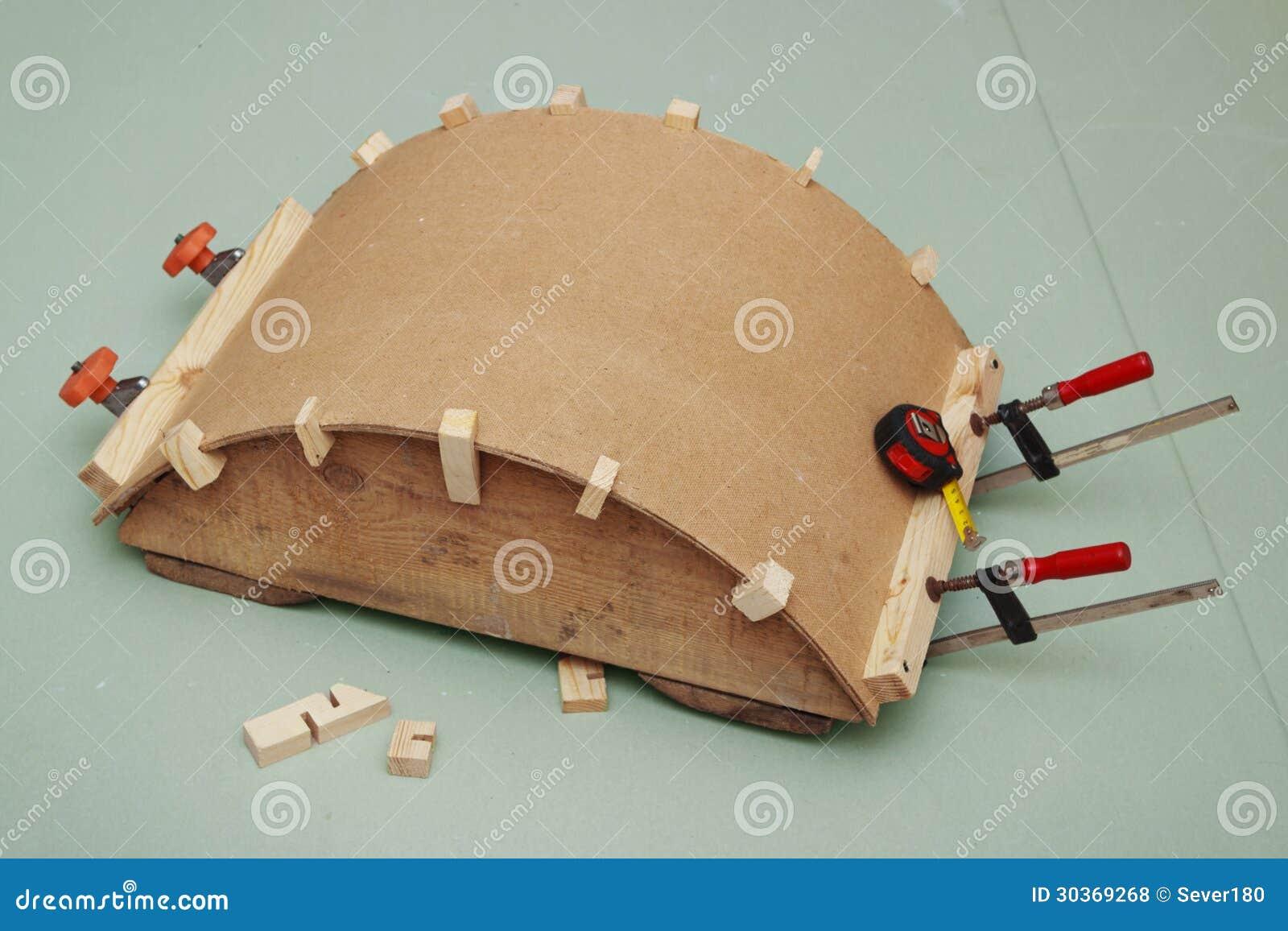 kleben des bogens der hartfaserplatte auf regel lizenzfreie stockfotos bild 30369268. Black Bedroom Furniture Sets. Home Design Ideas
