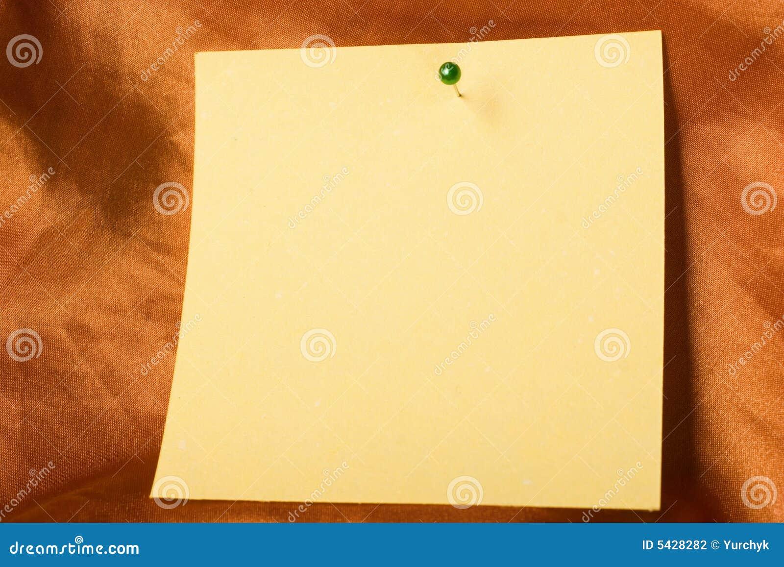 Klebrige Papieranmerkung mit Stift