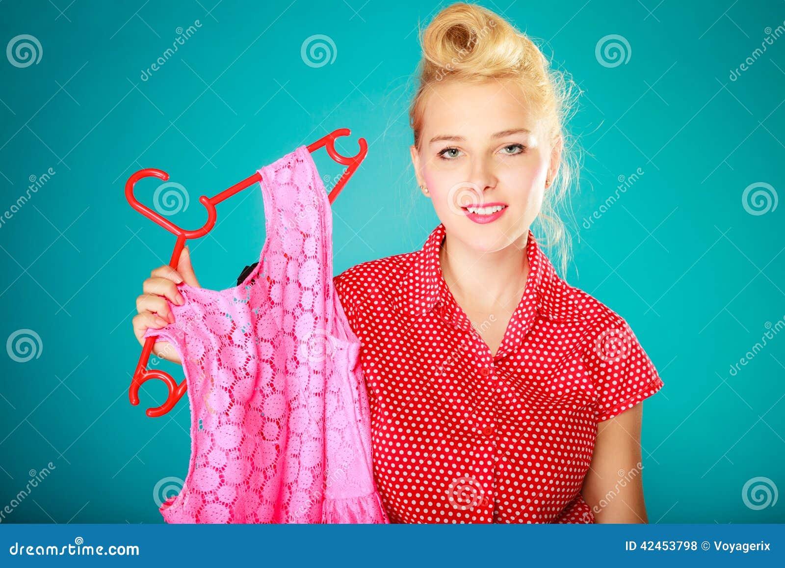 Kleidungs-Rosakleid des Pinupmädchens kaufendes Verkaufseinzelhandel