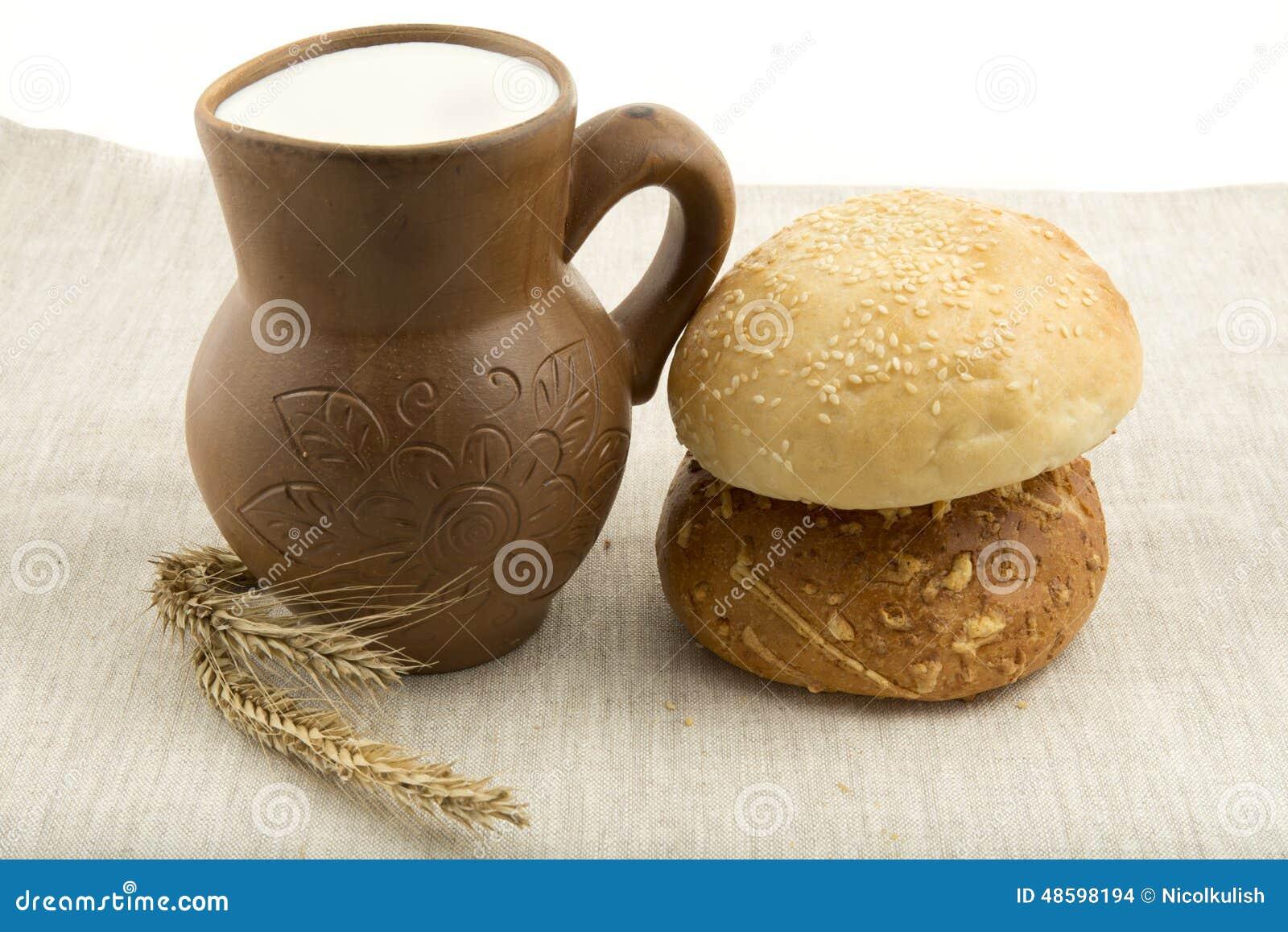 Kleikruik met melk en brood