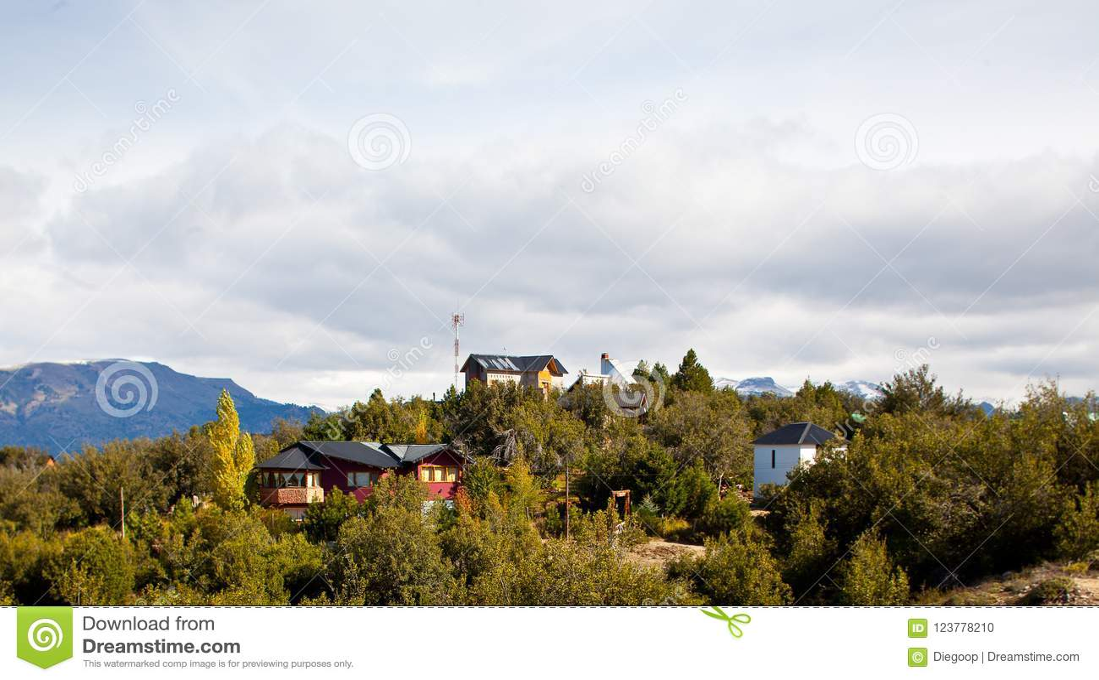 Klein dorp in bovenkant van de bergen in Patagonië, Argentinië