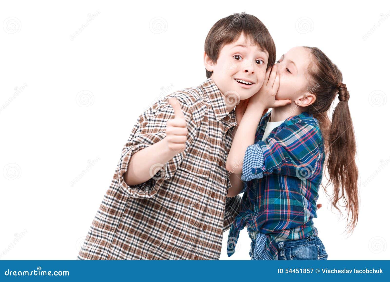 Klein meisje en haar oudere broer stock foto afbeelding 54451857 - Foto slaapkamer klein meisje ...