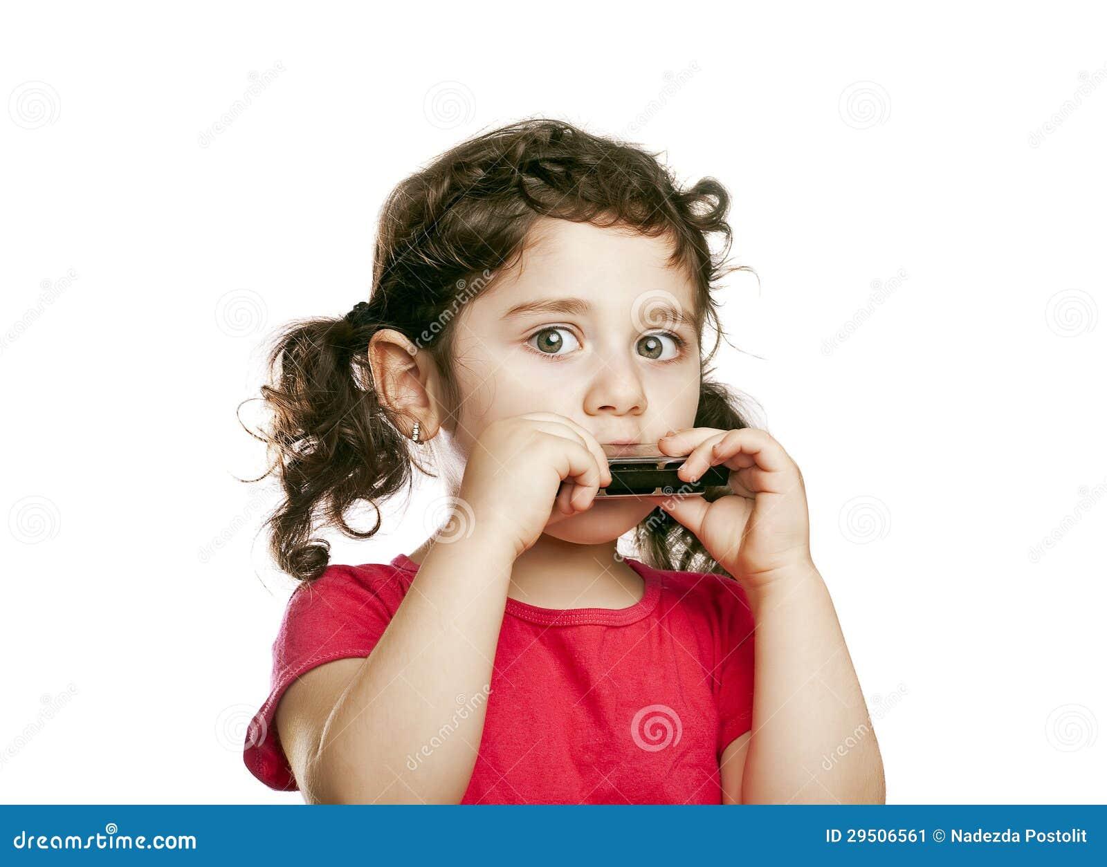 Klein meisje met harmonika