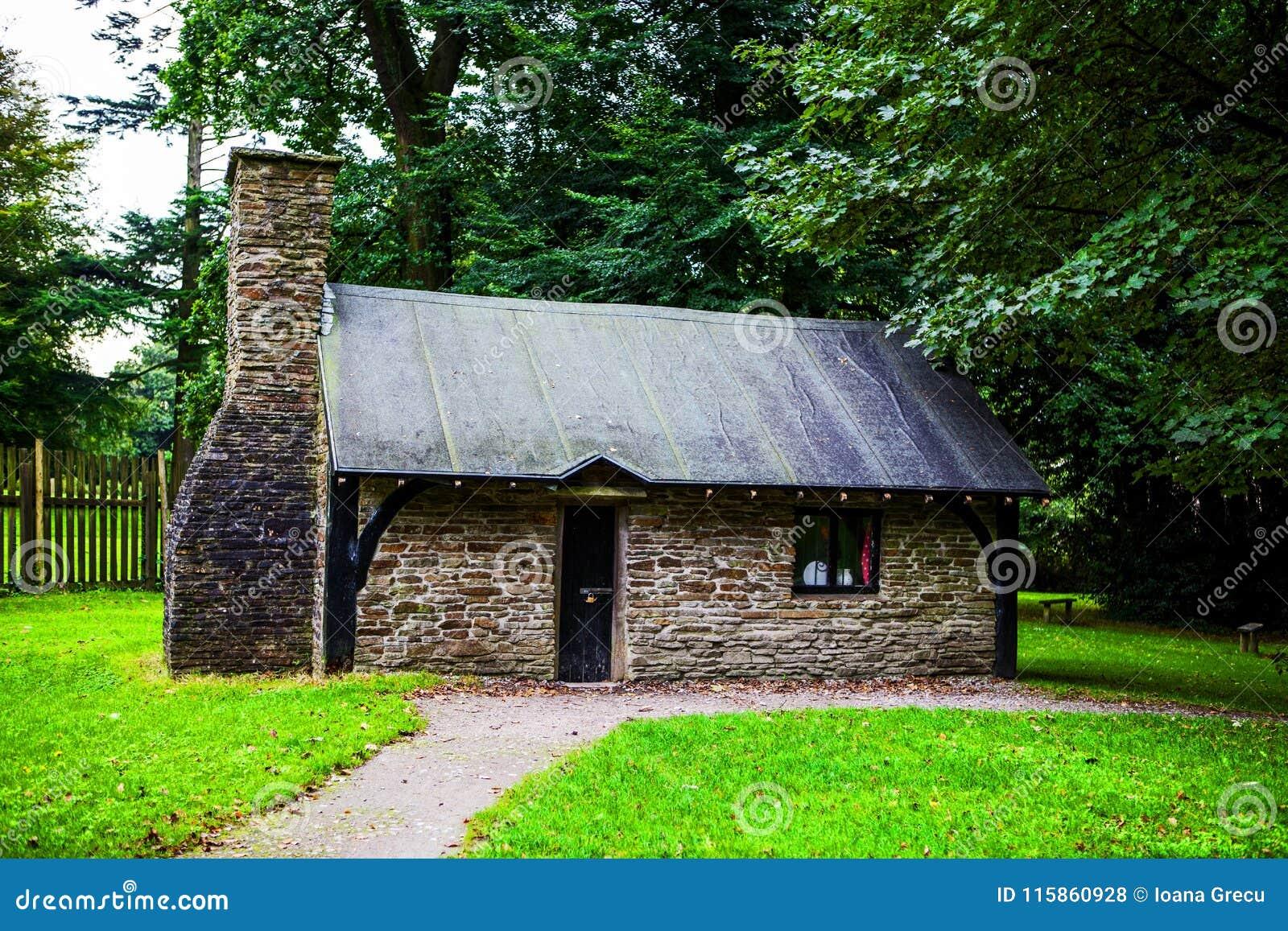 Klein traditioneel huis bij Margam-Park