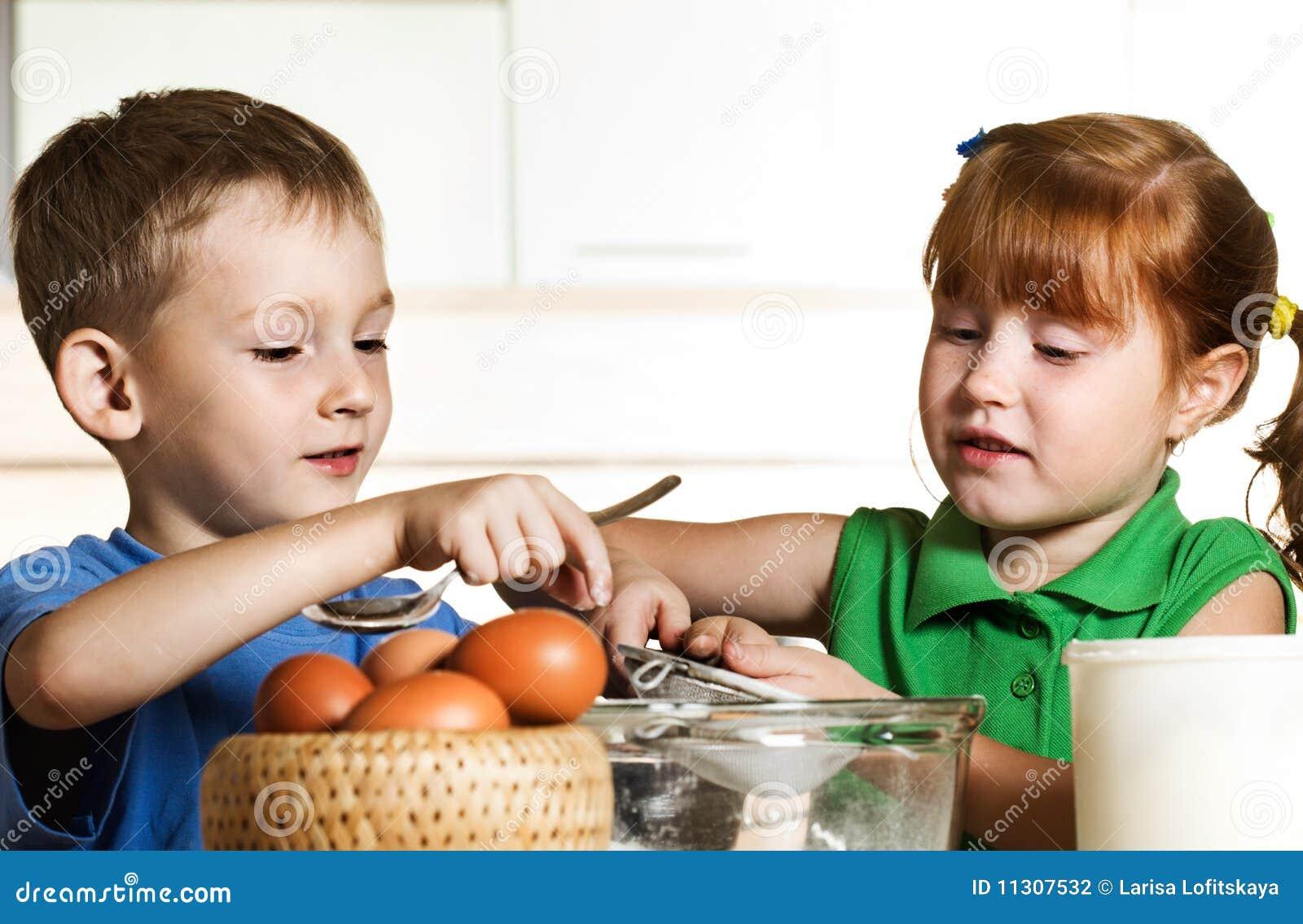 Kleine Assistenten auf Küche