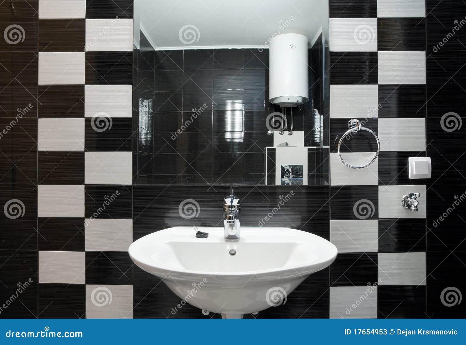 Kleine badkamers stock foto 39 s afbeelding 17654953 - Foto kleine badkamer ...