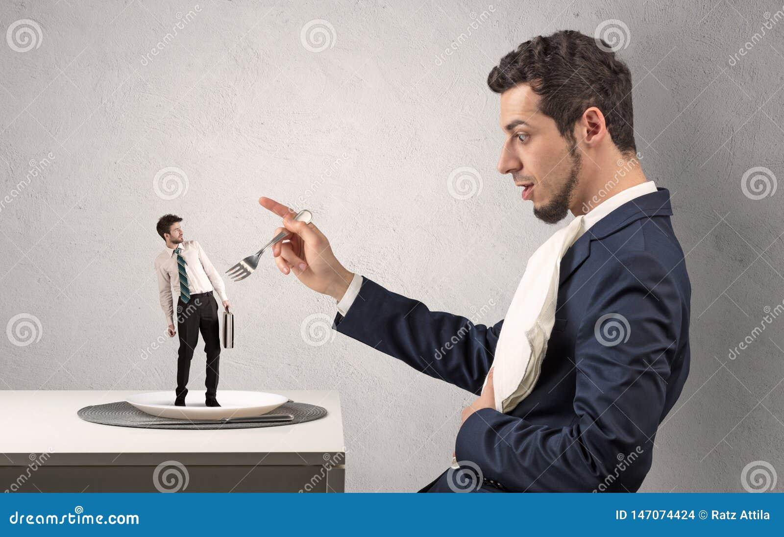 Kleine doen schrikken bijna verslonden zakenman