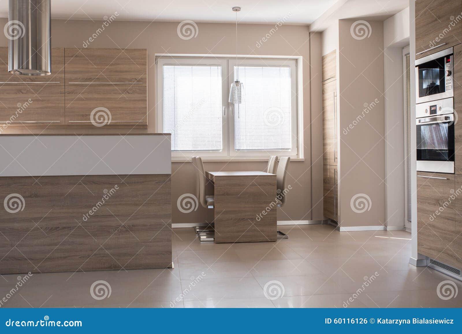Kleine eettafel in keuken stock foto   afbeelding: 60116126