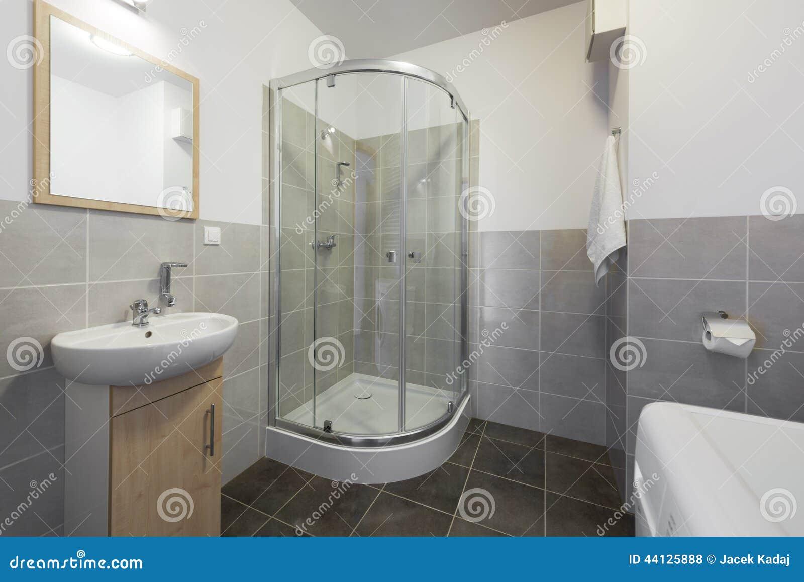 Kleine en compacte badkamers stock foto afbeelding 44125888 - Cuarto de bano muy pequeno ...