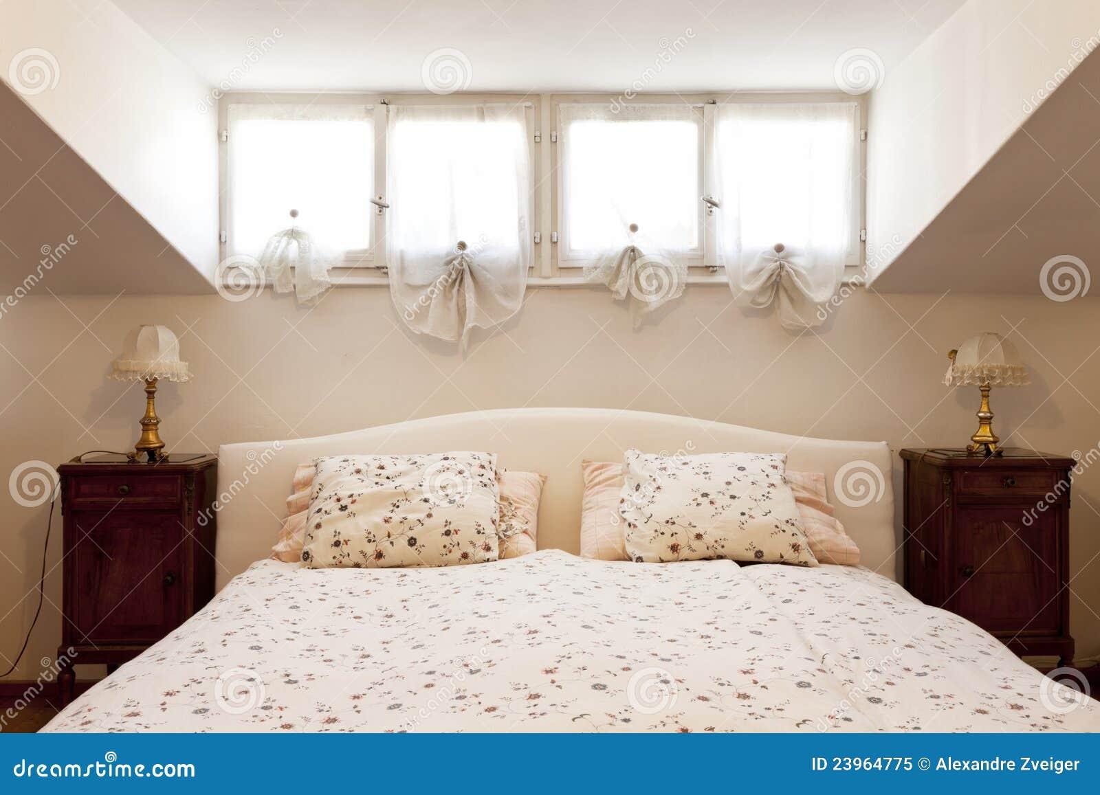 Kleine geleverde zolder slaapkamer royalty vrije stock foto beeld 23964775 - Slaapkamer klein gebied ...