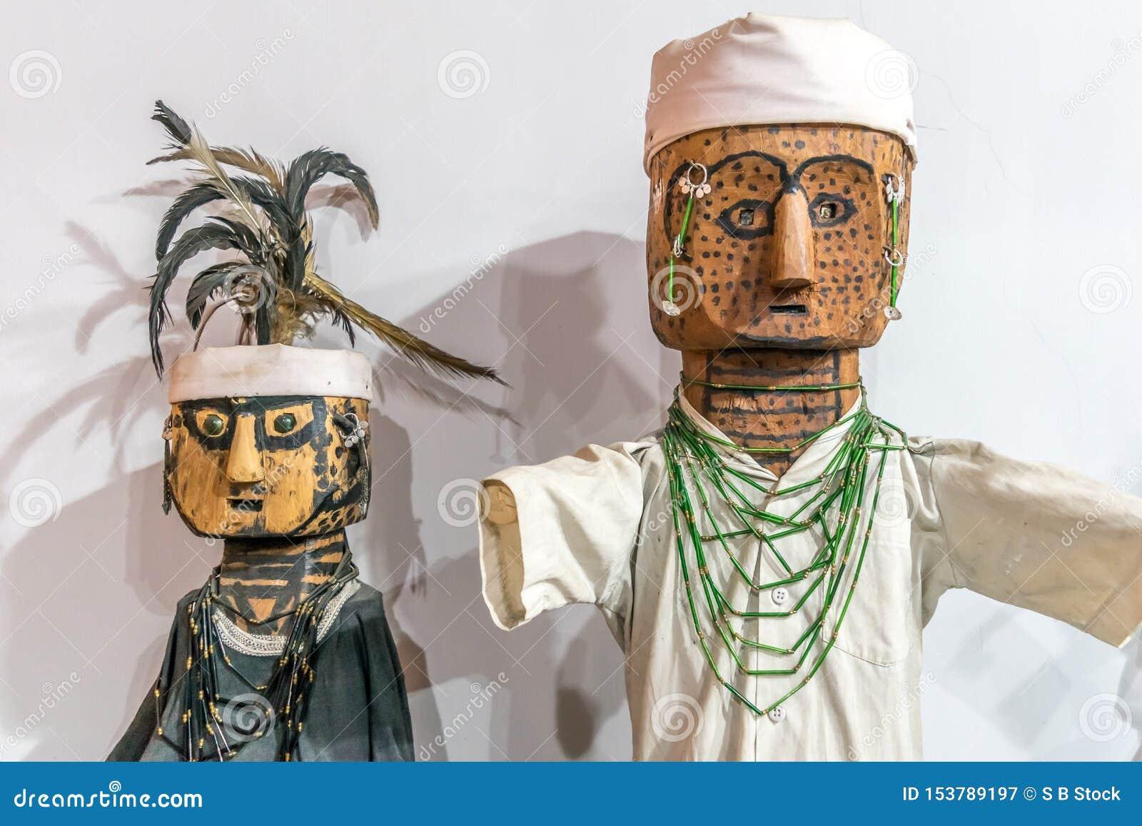 Kleine handgefertigte und handgemalte hölzerne Weinlese Pinocchio-Marionetten-Marionettenpuppe Ein glänzender Kindheitscharakter