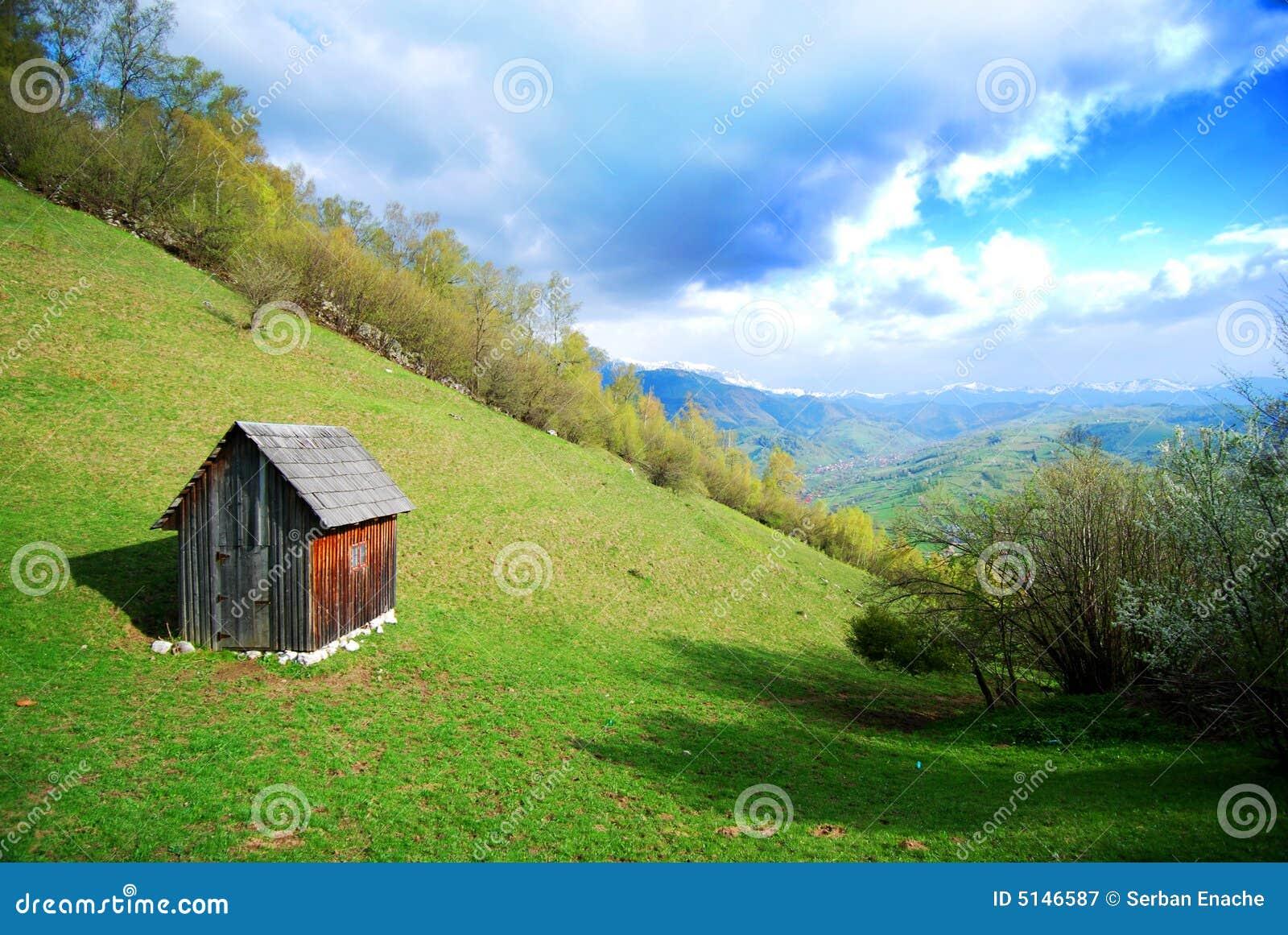 Kleine hut op een helling royalty vrije stock fotografie afbeelding 5146587 - Moderne huis op een helling ...