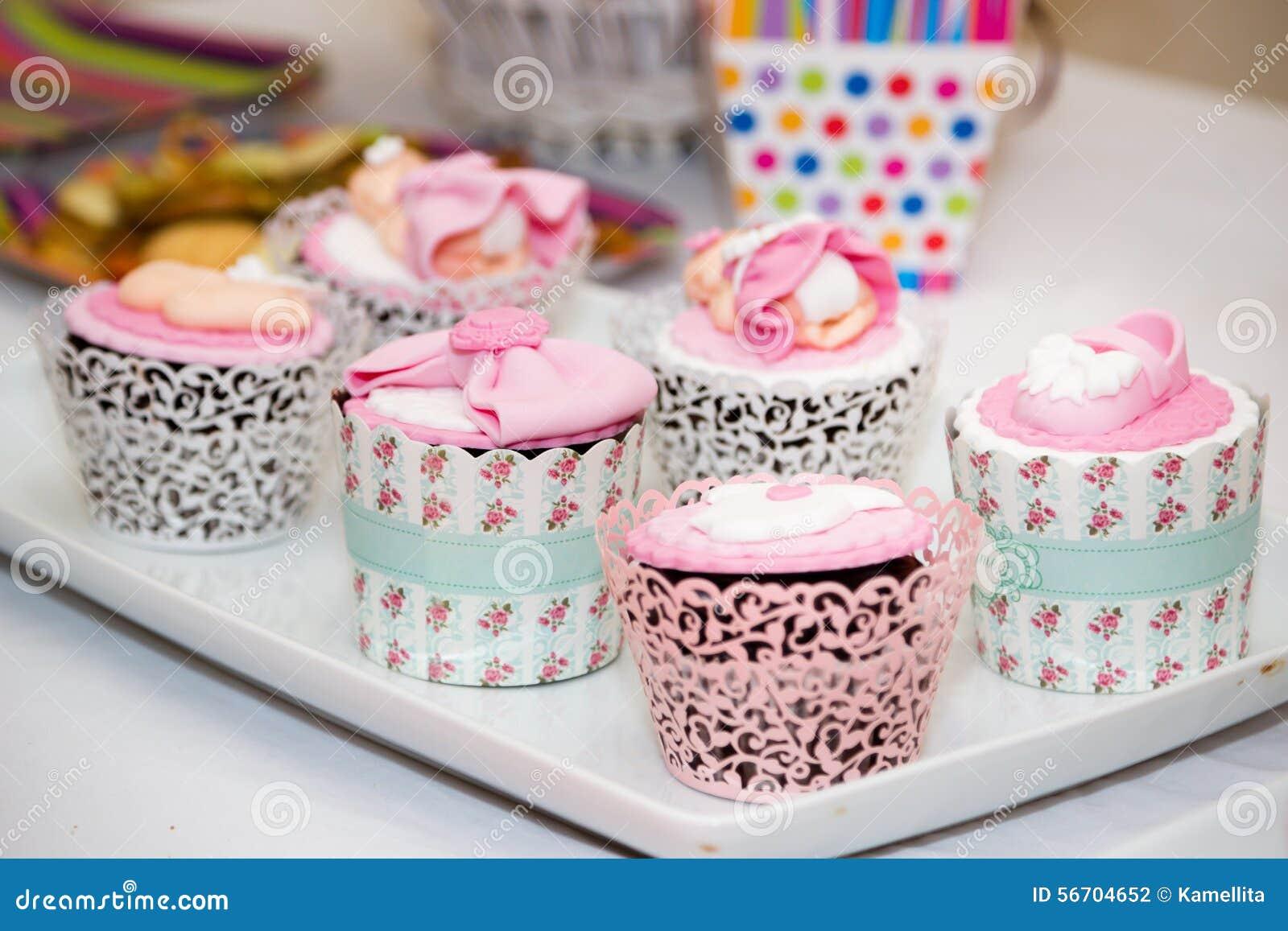 Kleine Kuchen Fur Eine Babyparty Partei Stockfoto Bild Von Suss