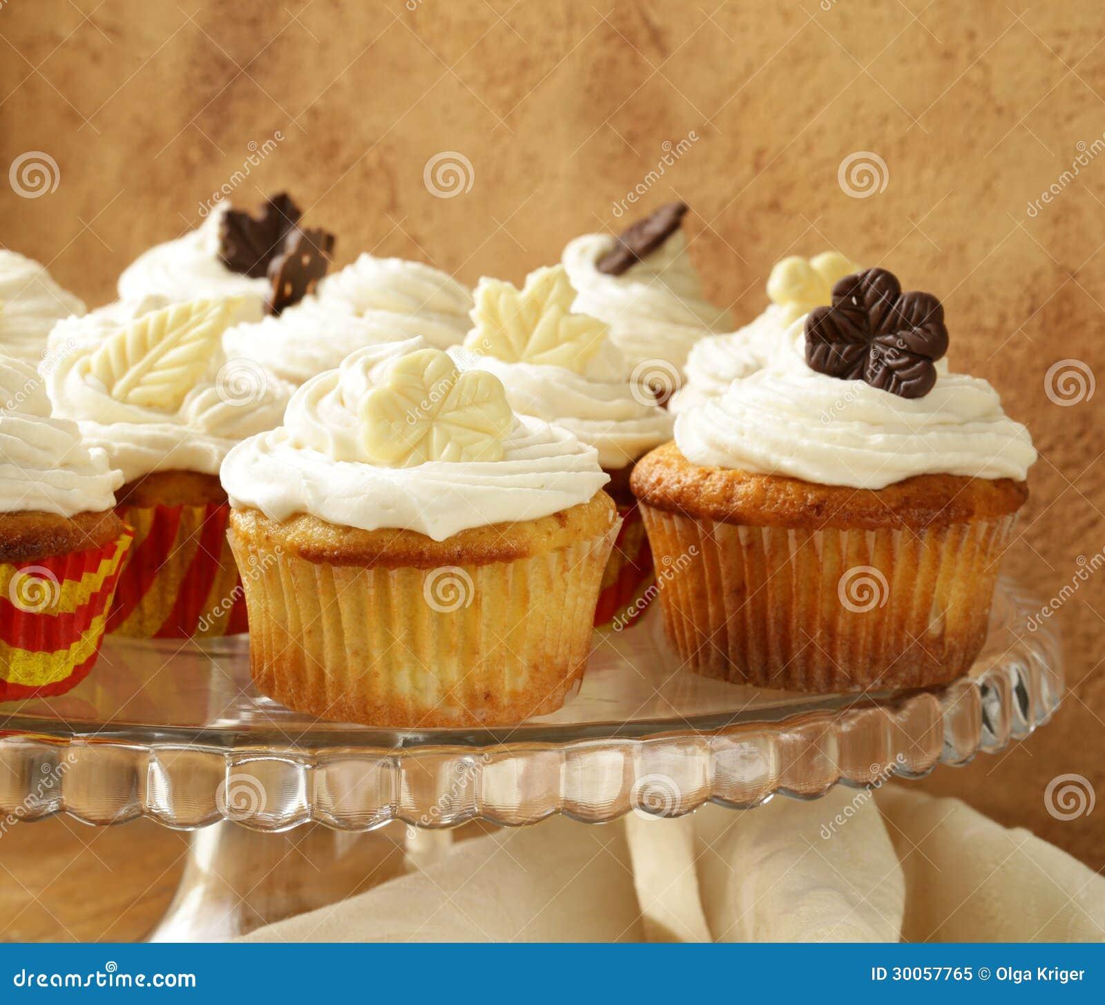 Kleine Kuchen Mit Creme Und Schokolade Stockbild Bild Von Frisch