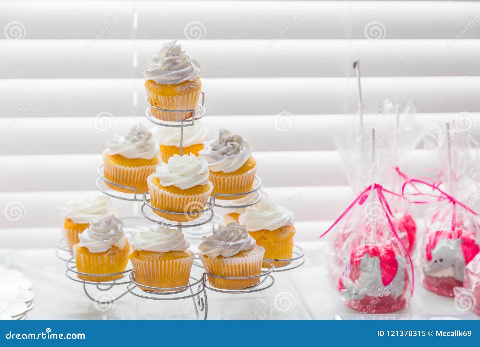 Kleine Kuchen schließen oben