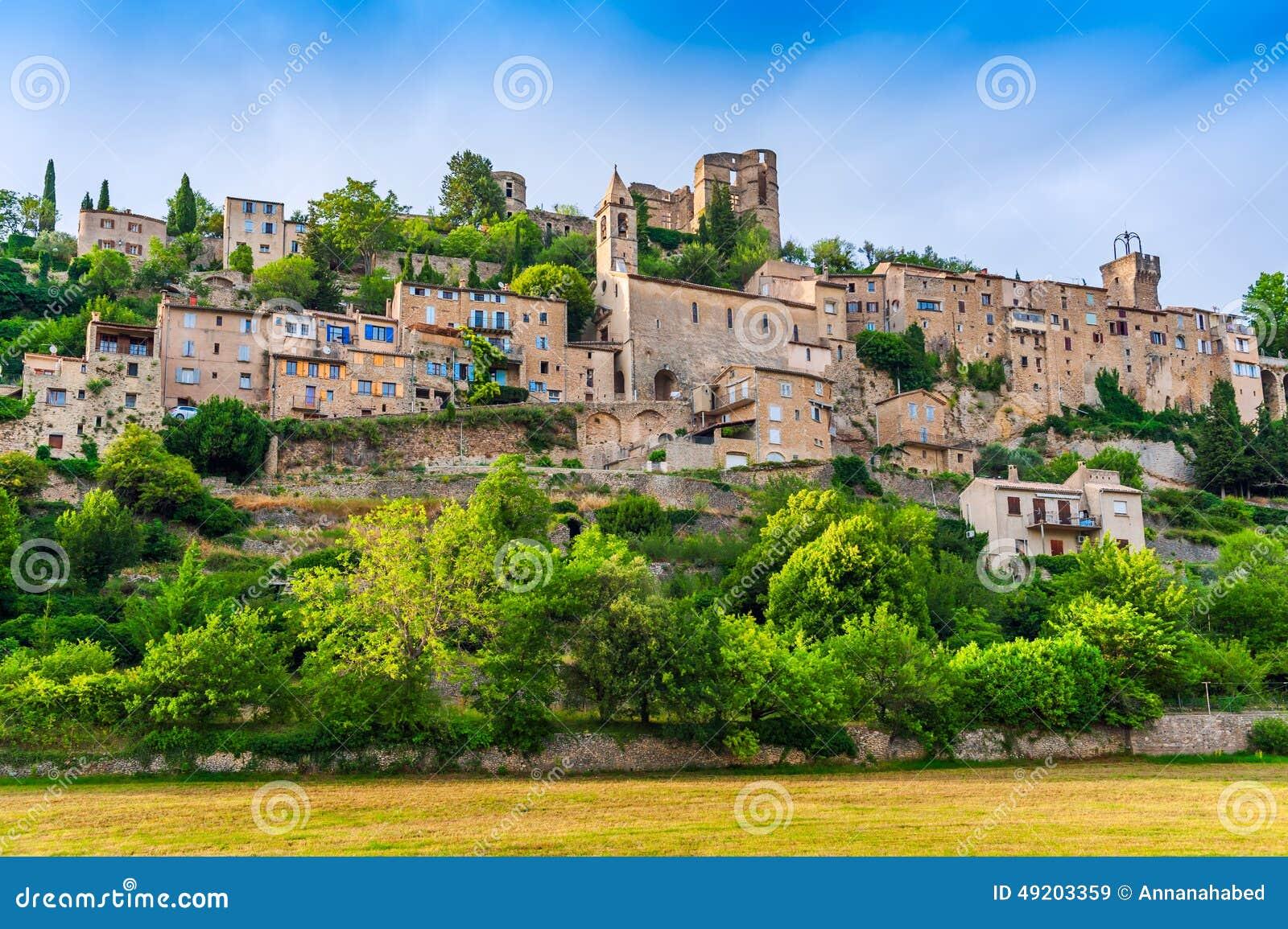 Kleine Middeleeuwse Stad In Bergen, De Provence, Frankrijk Stock Foto   Afbeelding  49203359