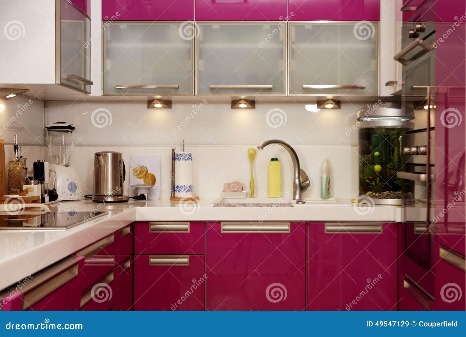 kleine rosa küche redaktionelles stockbild - bild: 49547129
