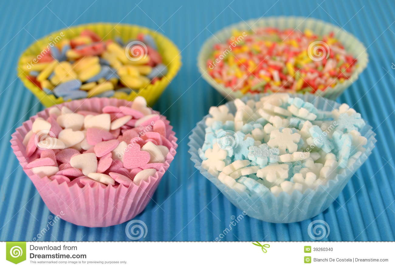 Kleine Sussigkeiten Fur Die Verzierung Von Kuchen Stockfoto Bild