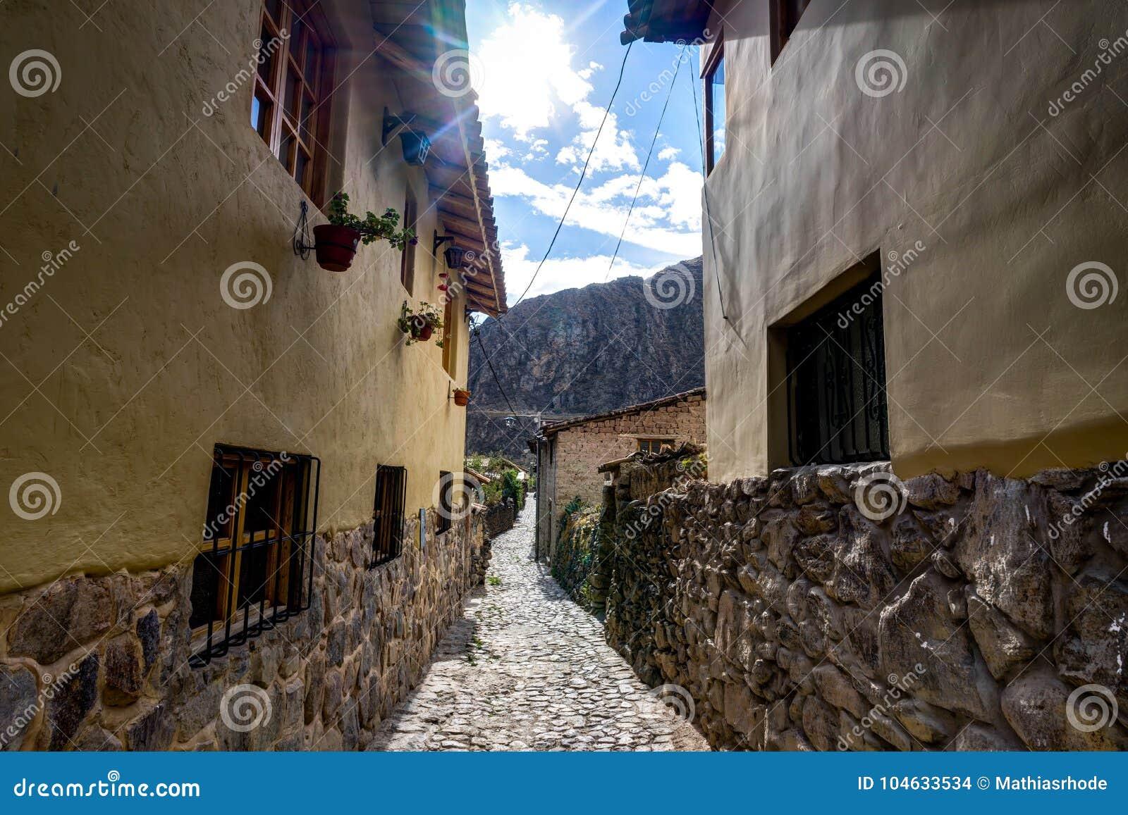 Download Kleine Steeg In Ollantaytambo Peru Stock Foto - Afbeelding bestaande uit straat, building: 104633534