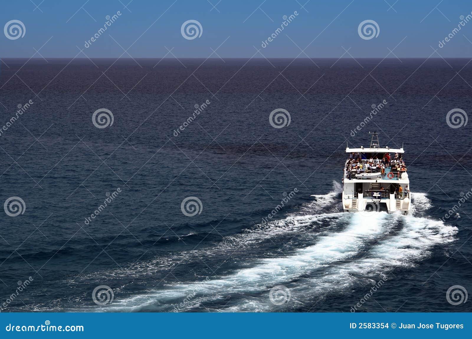 Kleine toeristenboot