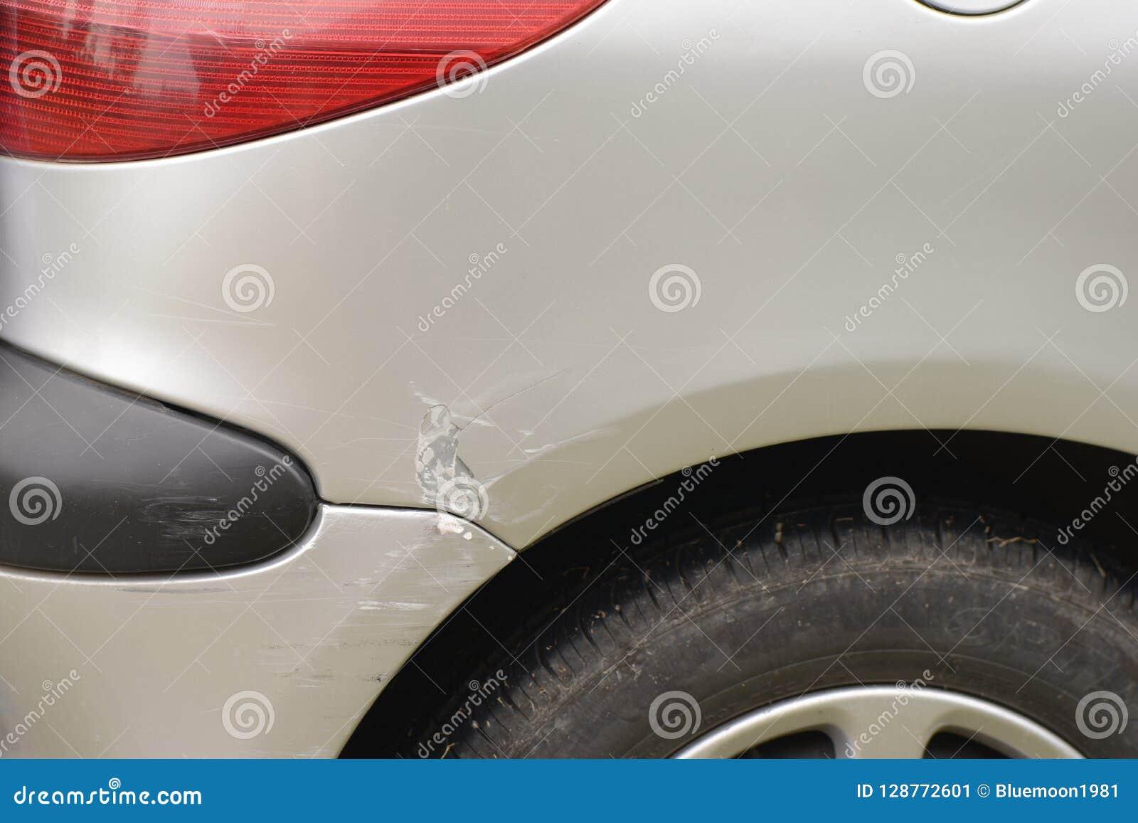 Kleine verbrijzeling op het detailschot van het voertuiglichaam
