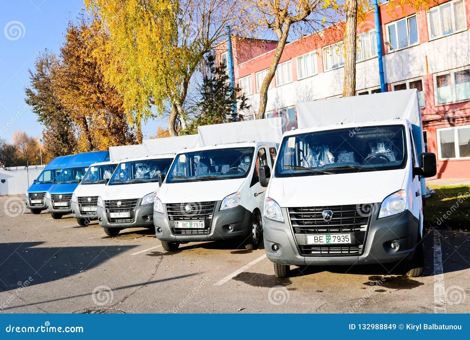 Kleine vrachtwagens, bestelwagens, koeriersminibussen DAP, DDP volgens de leveringstermijnen van Incoterms 2010 Wit-Rusland, Mins