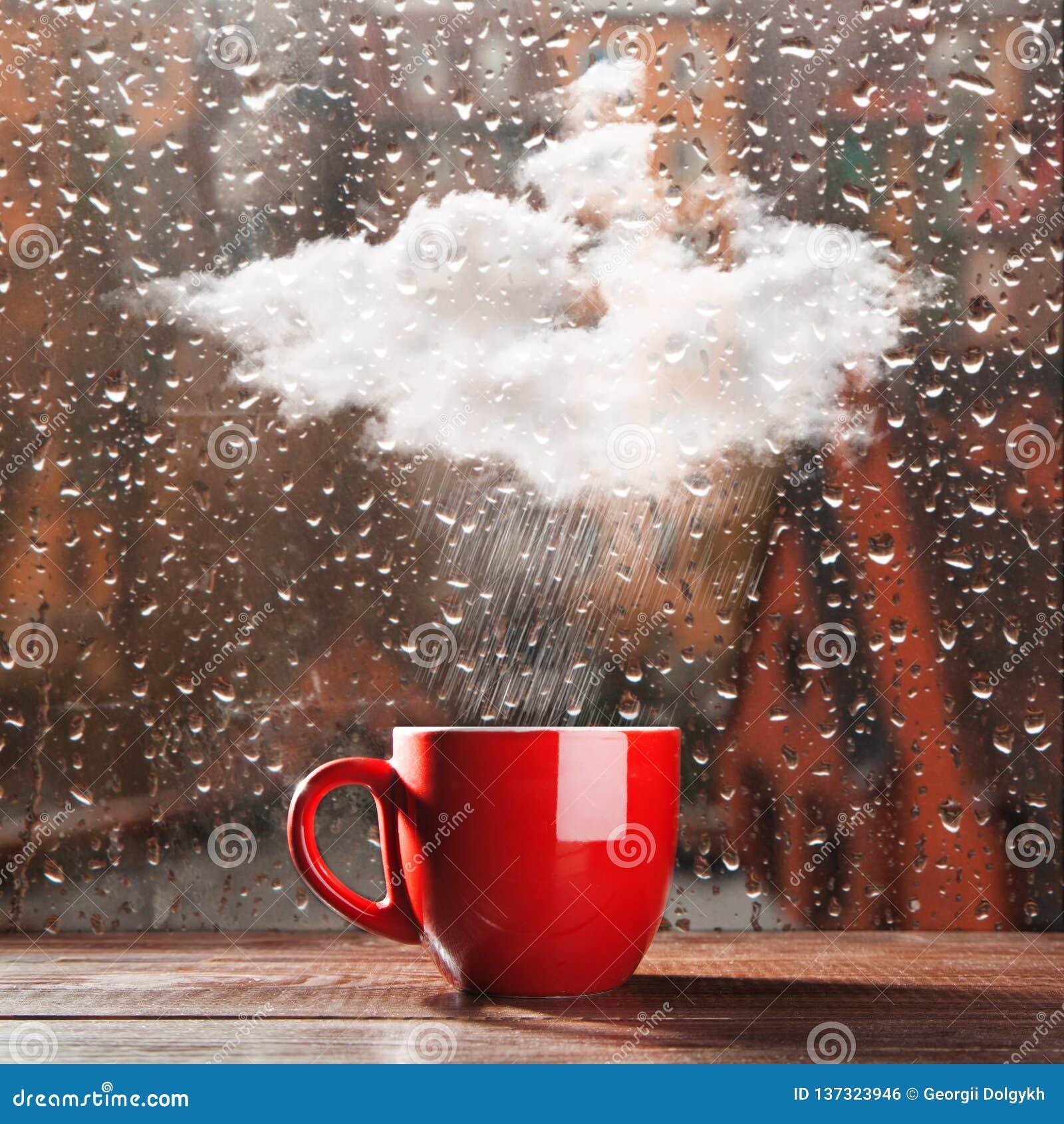 Kleine Wolke, die in eine Schale regnet